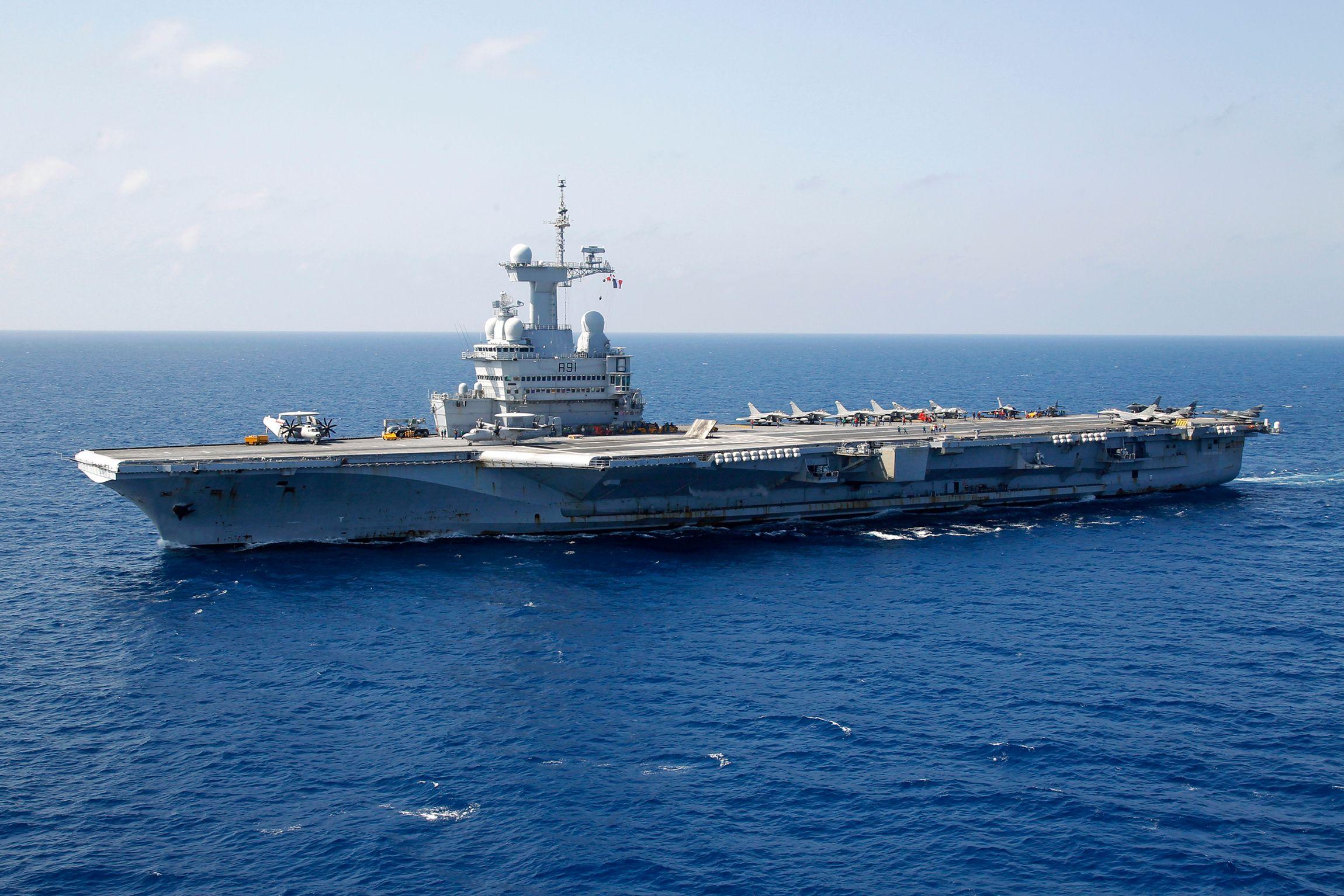 Les 26 chasseurs embarqués sur le porte-avions triplent la capacité de frappes française dans la région.