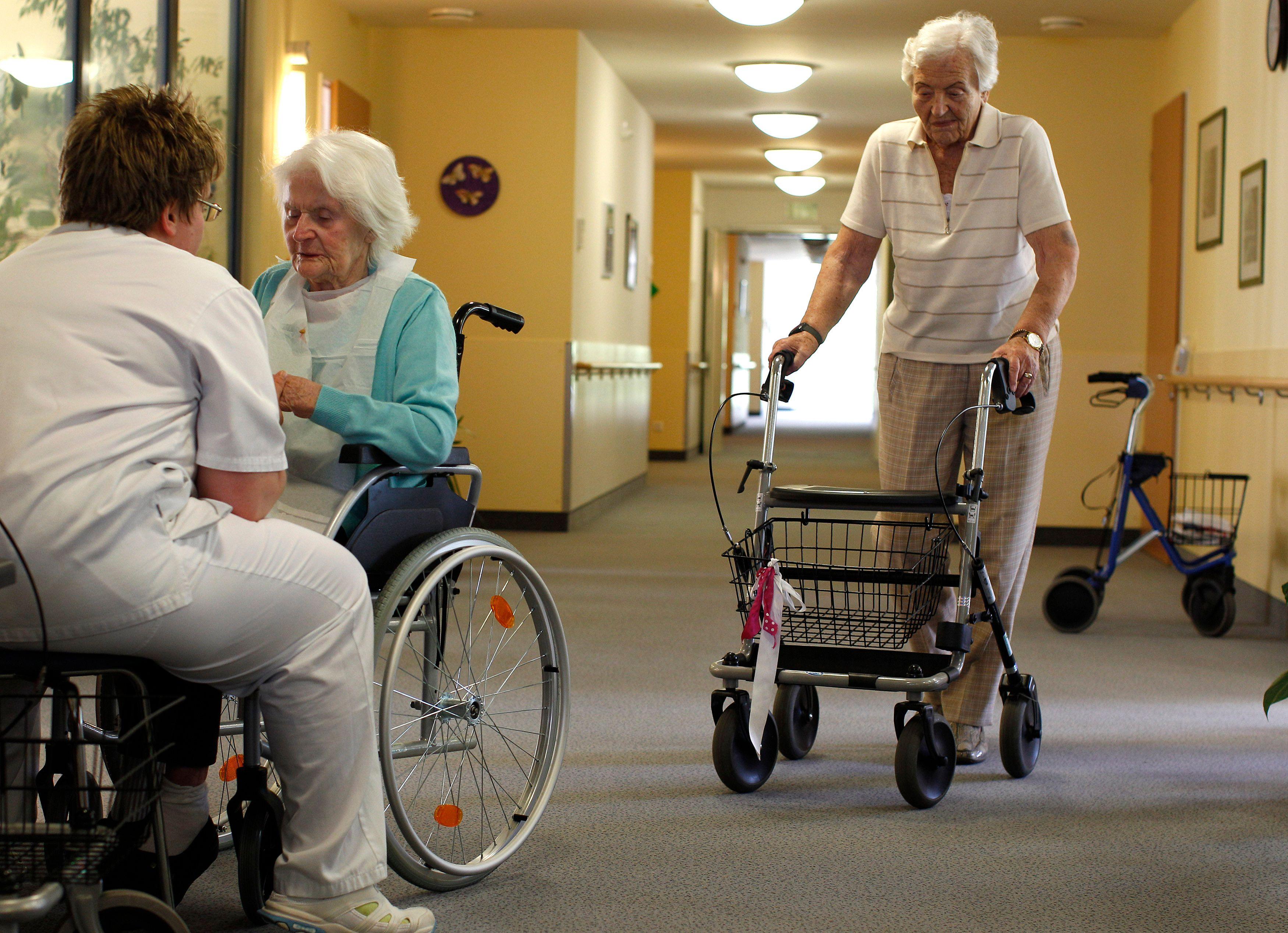 Les maisons de retraite sont loin d'être un havre de tranquilité.