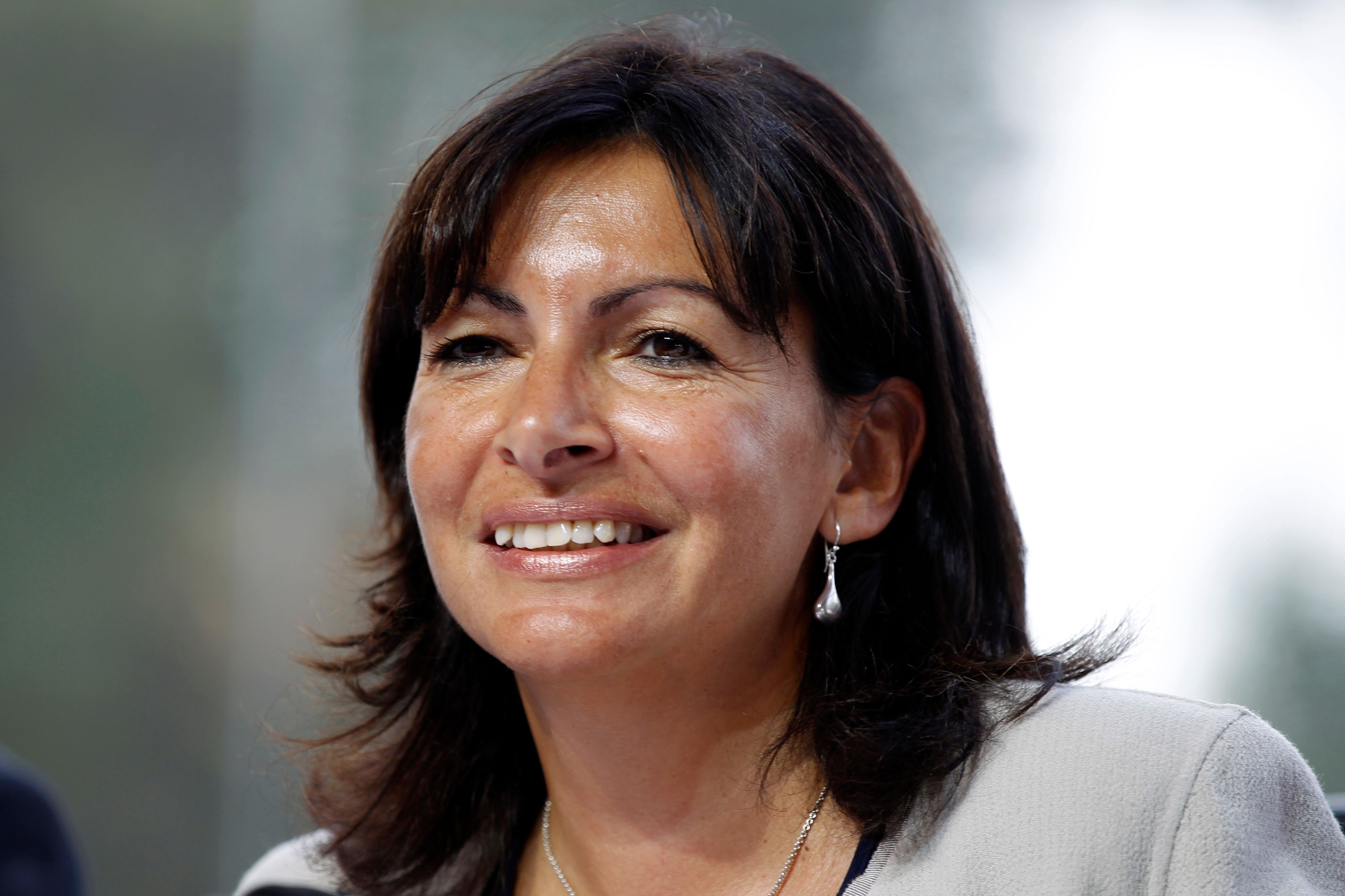 """La maire de Paris ne cautionne pas la politique de droite de Benyamin Netanyahou mais préfère vanter l'esprit de liberté qui souffle sur Tel Aviv, ville côtière progressiste et humaniste surnommée """"The Bubble'' (la Bulle)"""