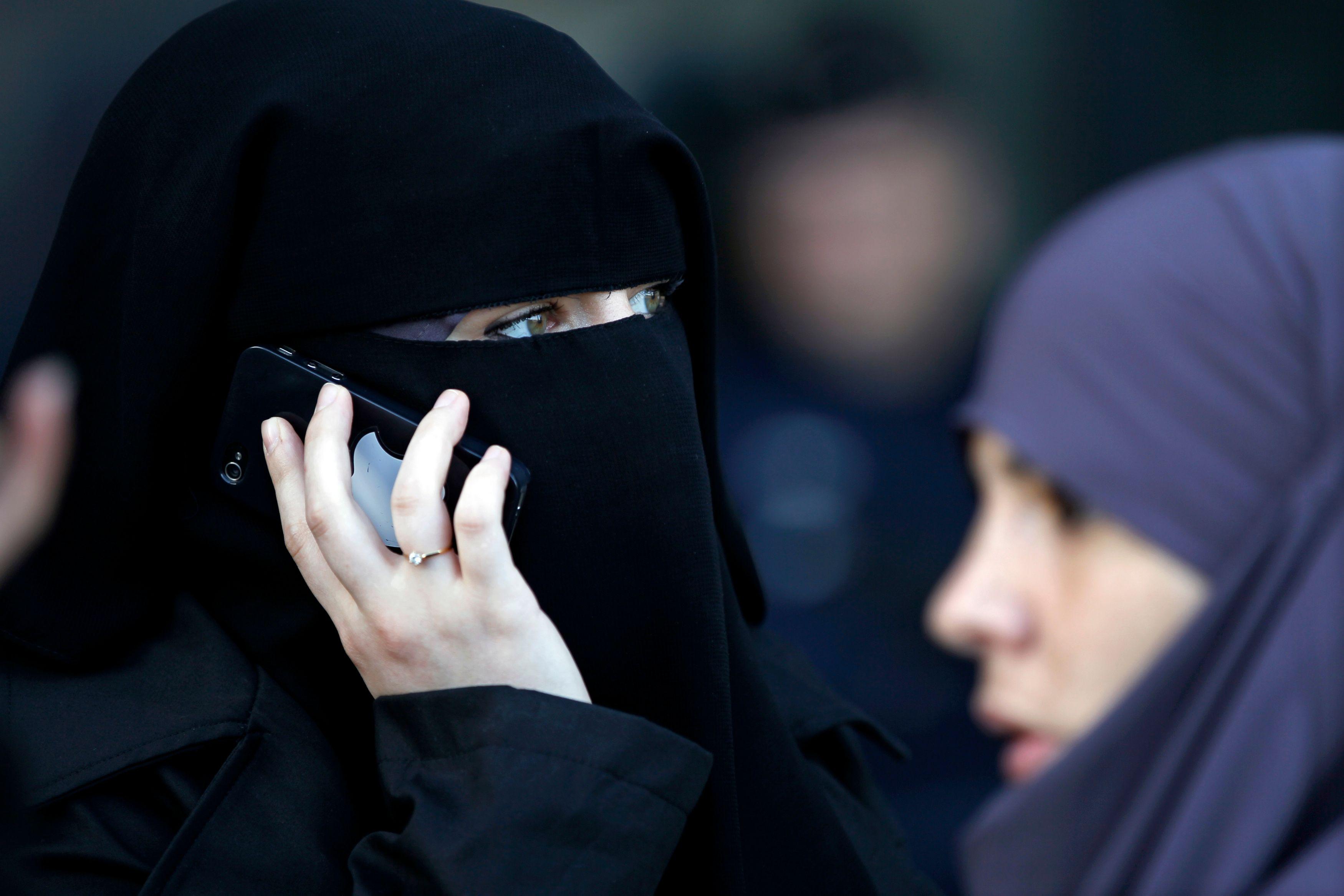 Manuel Valls refuse de relancer le débat sur le port du niqab.