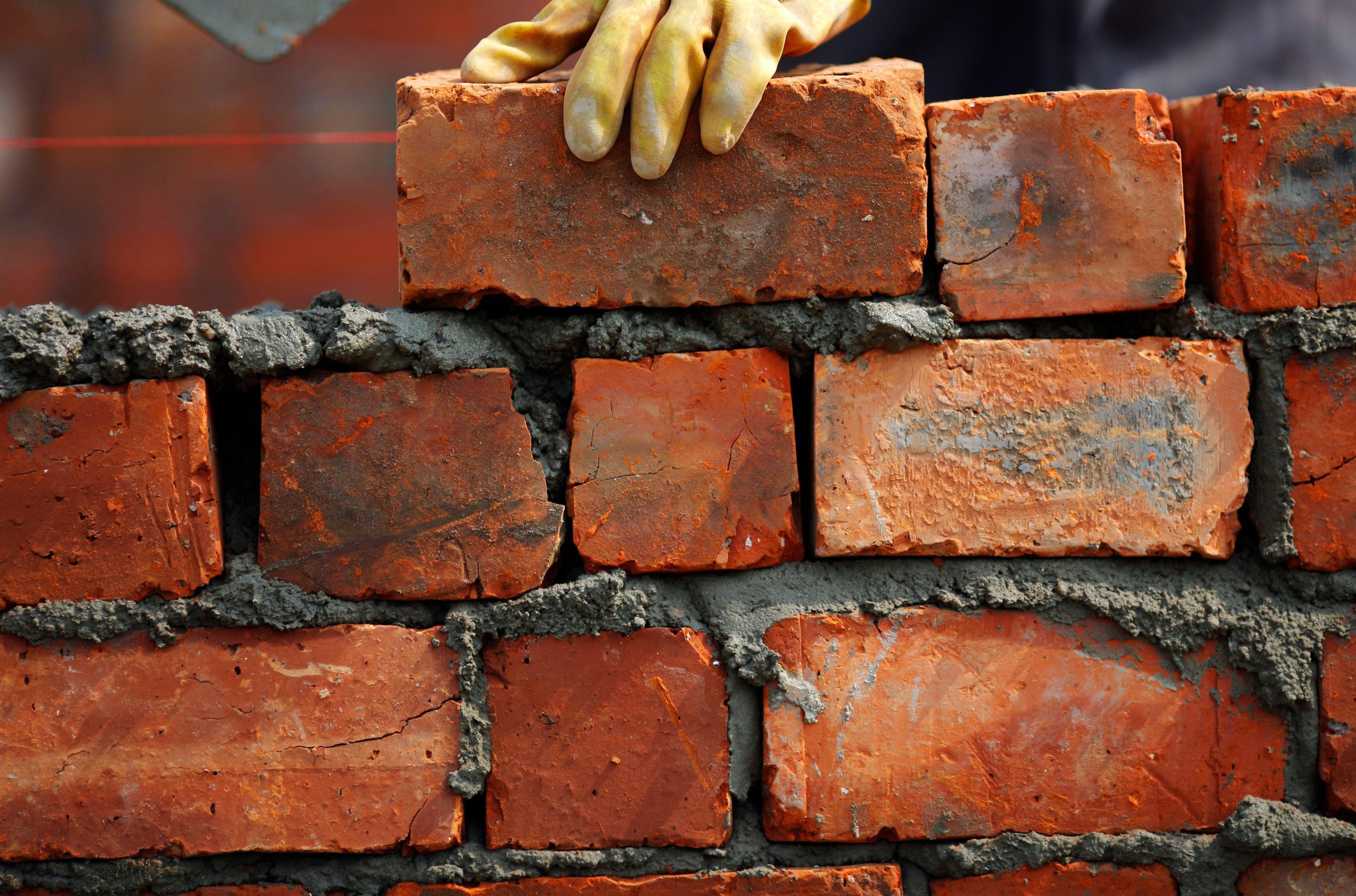 On observe une chute de l'ordre de 9,2 % des constructions de logements neufs sur un an.