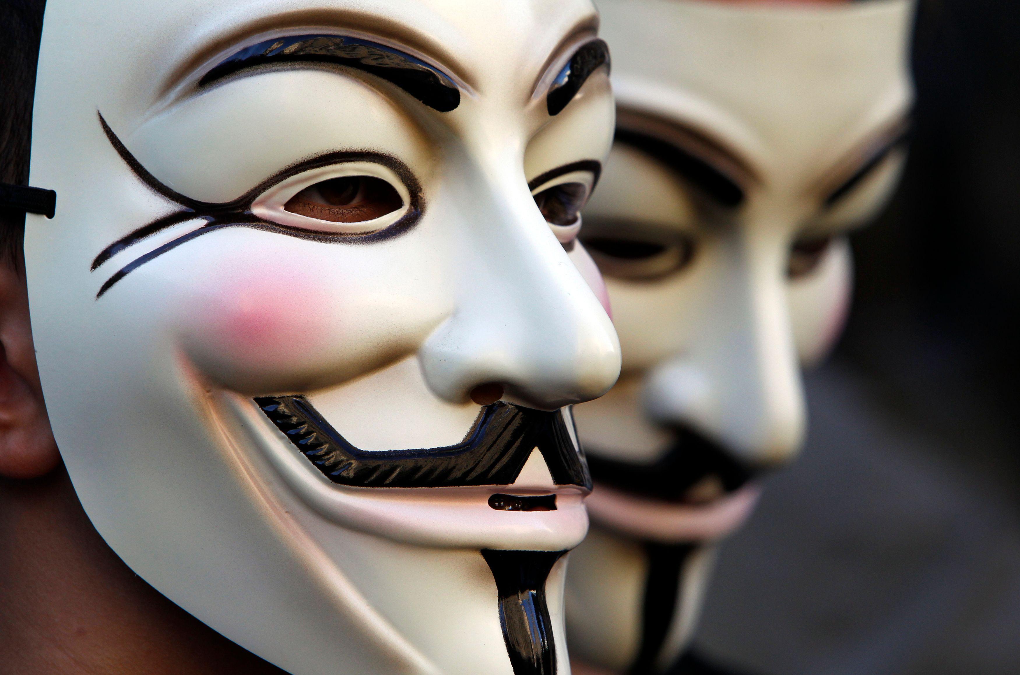 """""""Anonymous a souvent pour habitude de tirer dans toutes les directions et de poser des questions plus tard"""" commente un hacker."""