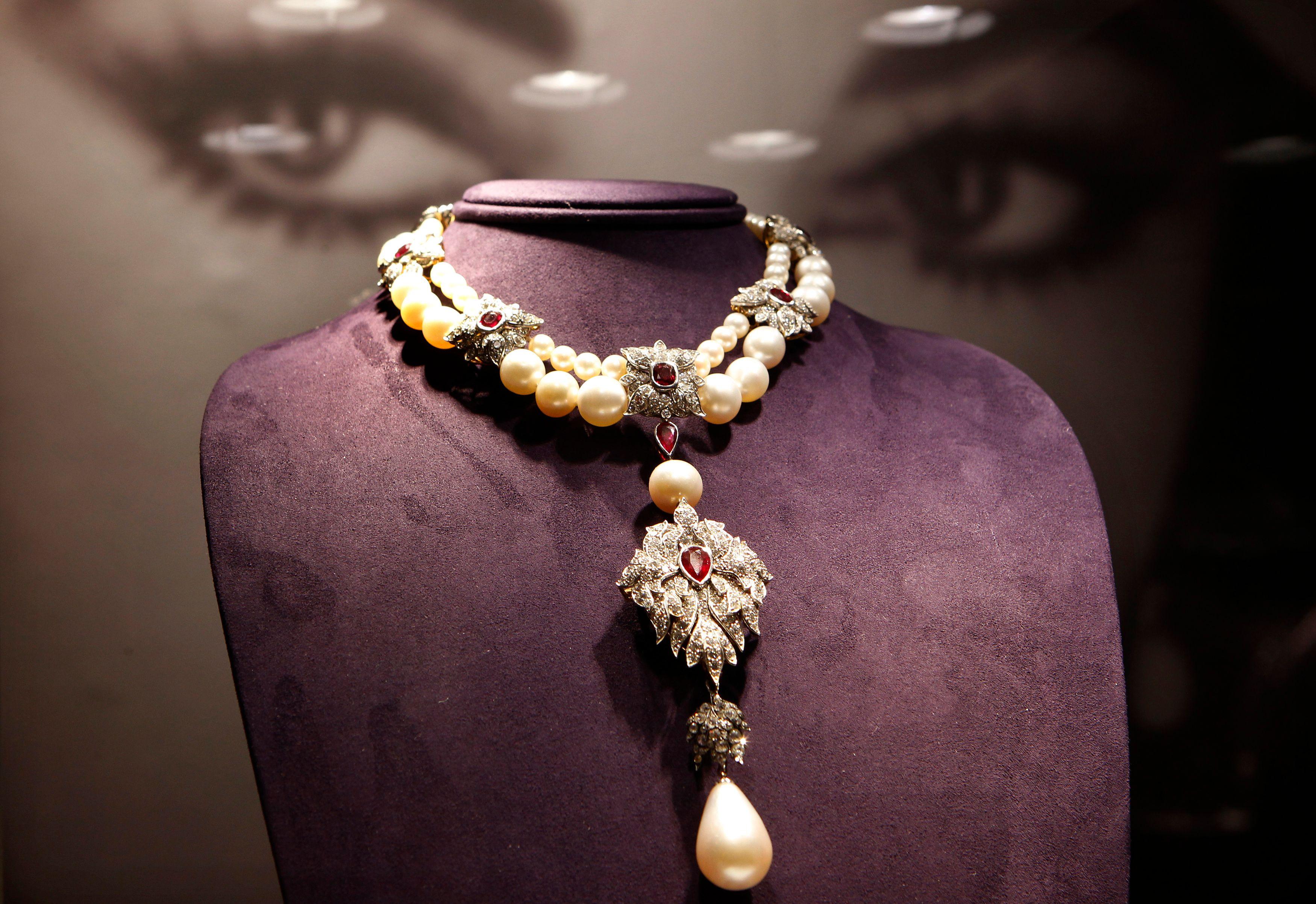 Braquage d'une bijouterie à Paris : que fait-on avec 5 millions de bijoux volés?