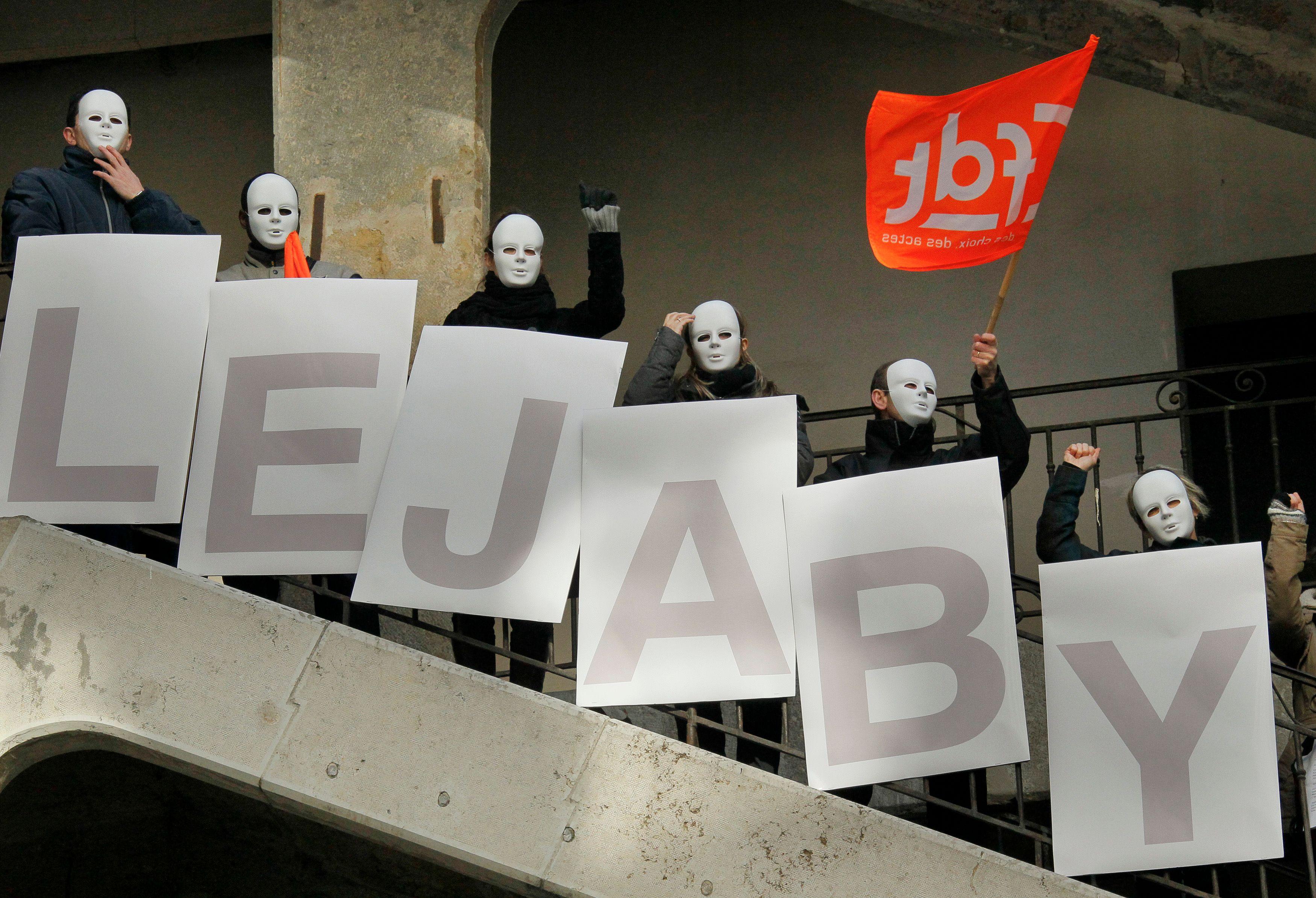 """""""Les Atleières"""", ex-Lejaby, font face à un défait de paiement"""