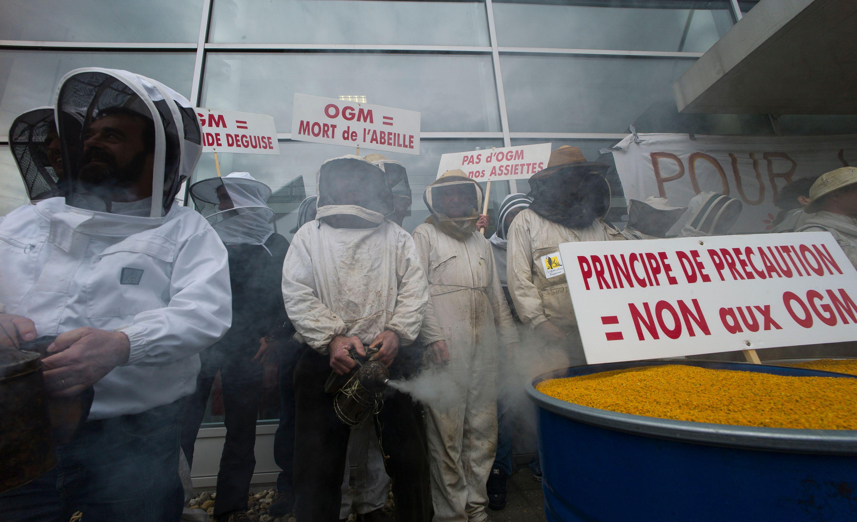 """Et si la droite n'était pas aussi """"OGM et gaz de schiste"""" que le souhaite Luc Chatel ?"""