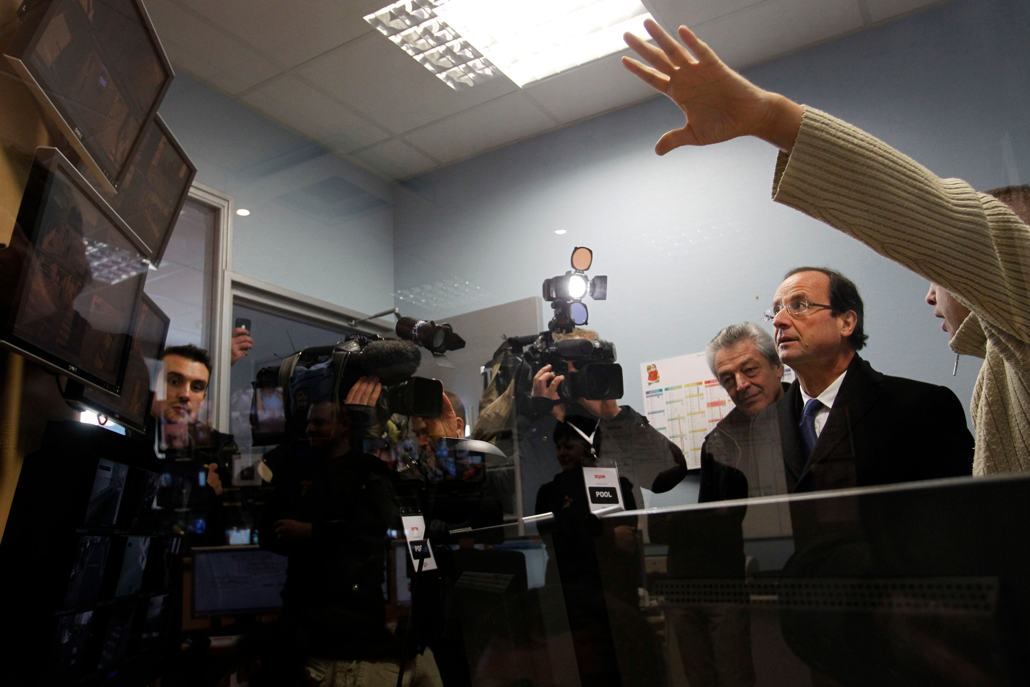 François Hollande à Dijon, en 2012, dans un PC sécurité.