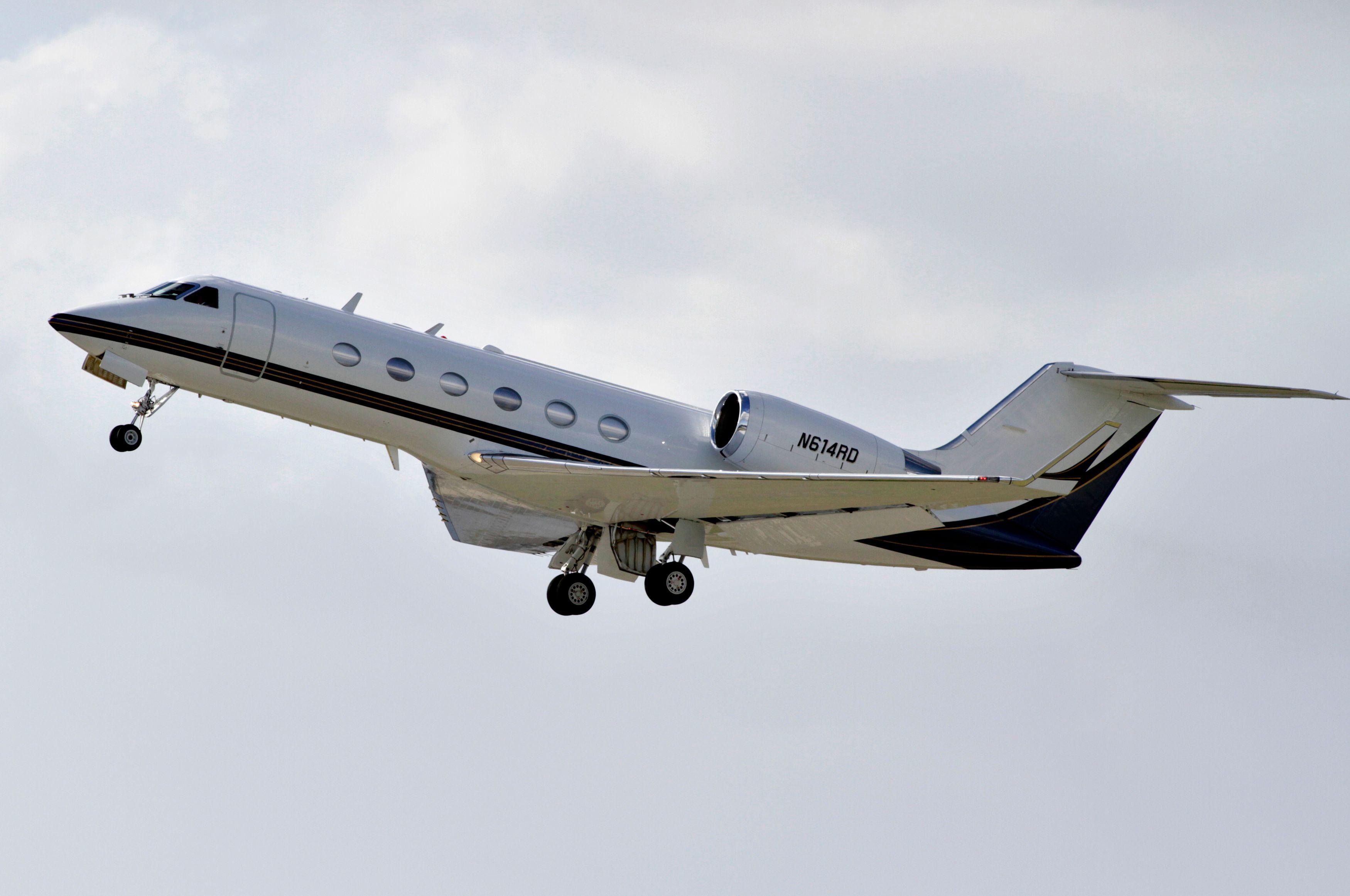 Après la péniche, le jet insoumis de Mélenchon : petit voyage entre amis (du luxe)