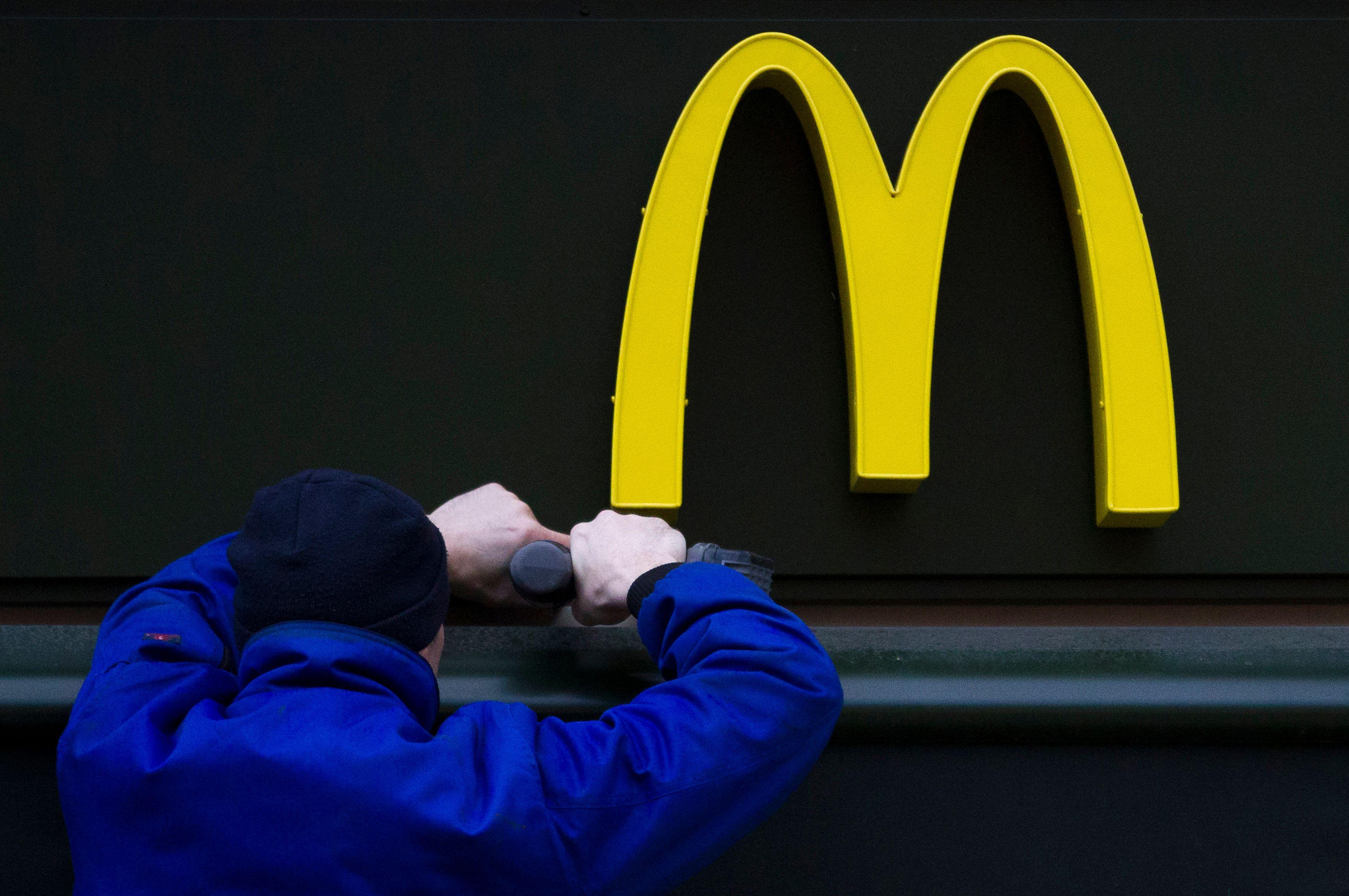 Un député LREM a peur que la loi de moralisation l'oblige à aller manger au McDo