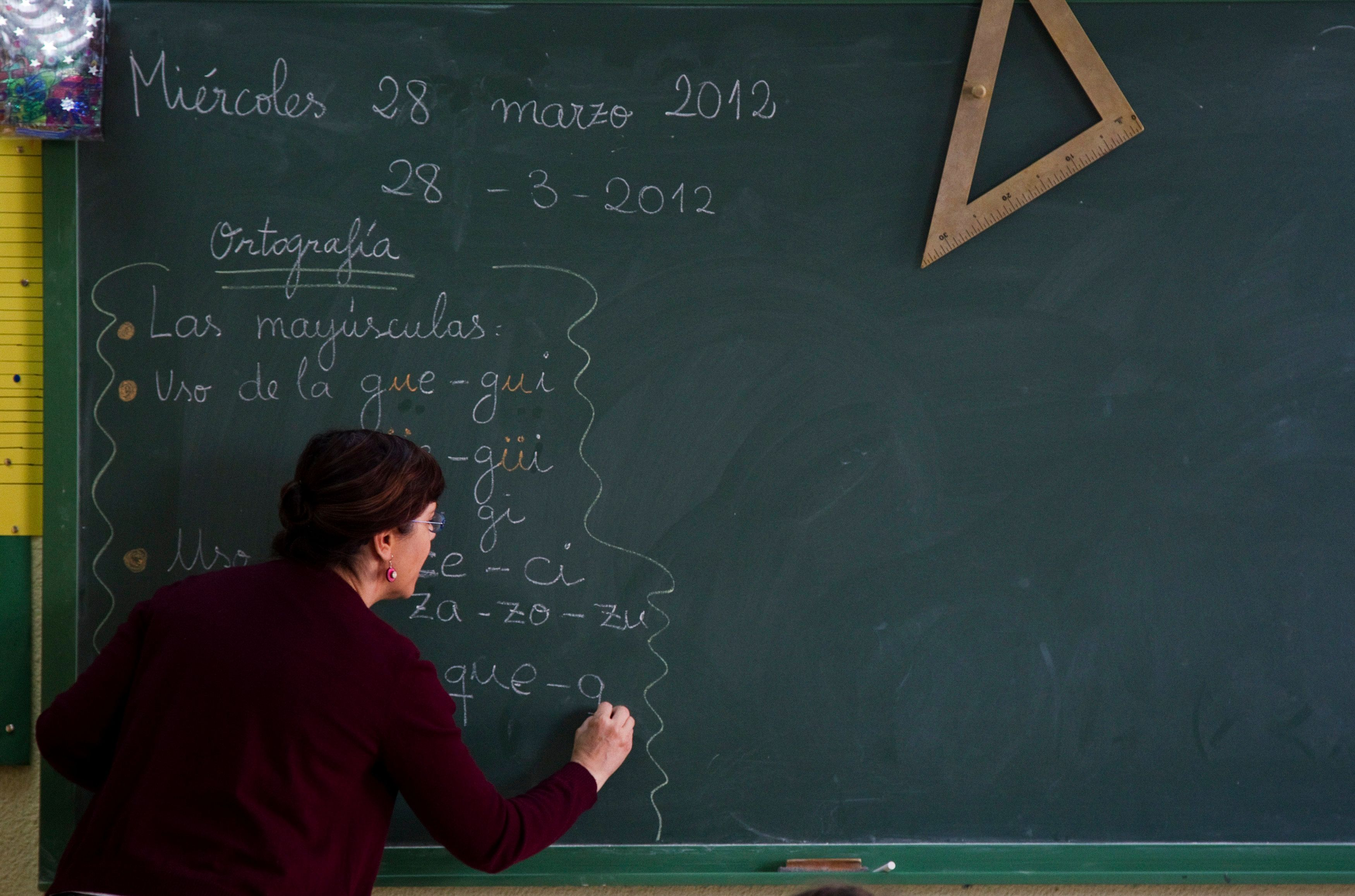 L'Education Nationale lance une grande campagne pour le recrutement de 25 000 professeurs dans toute la France.