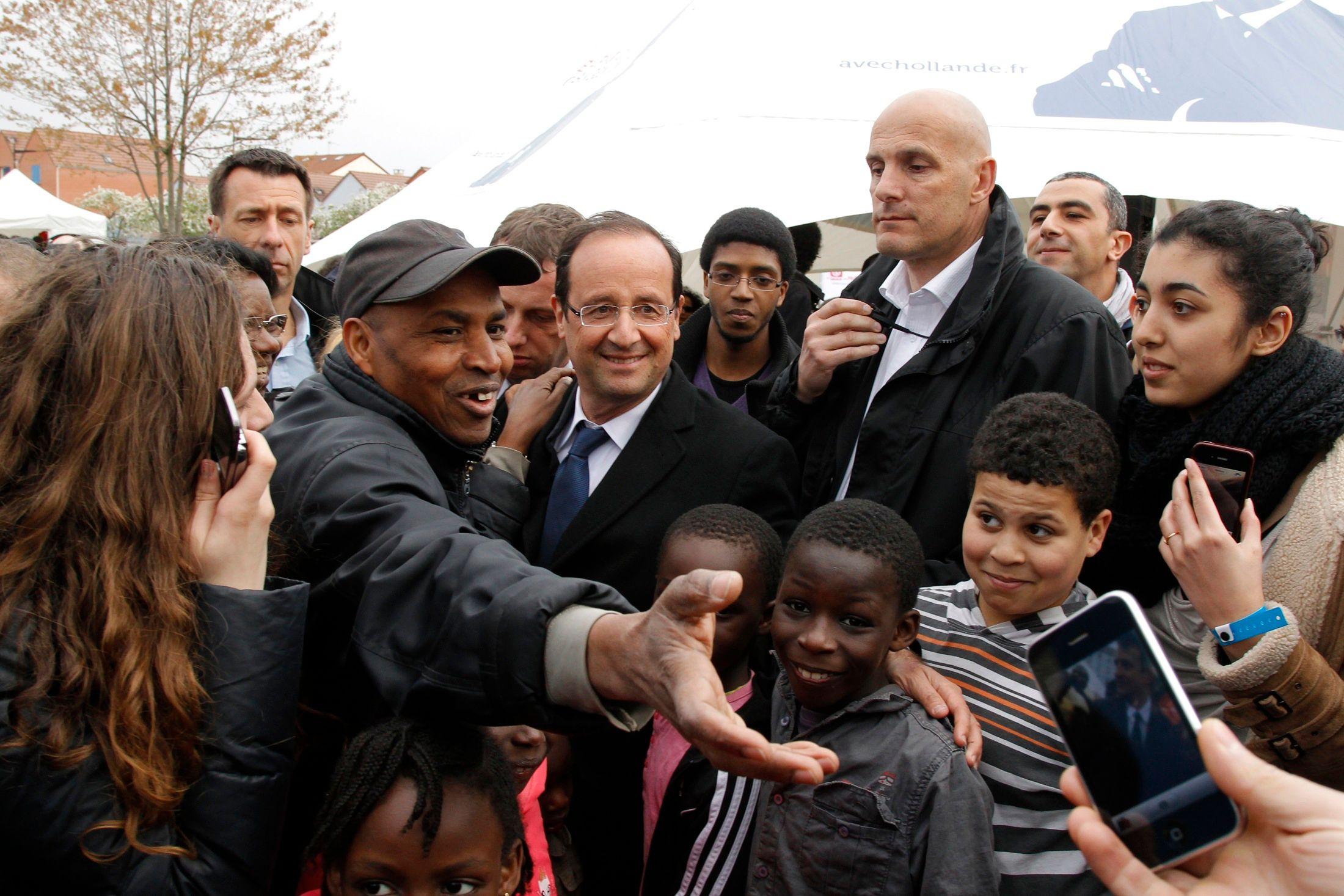 François Hollande fait ses annonces aux jeunes : une année de césure à l'université et une journée d'information