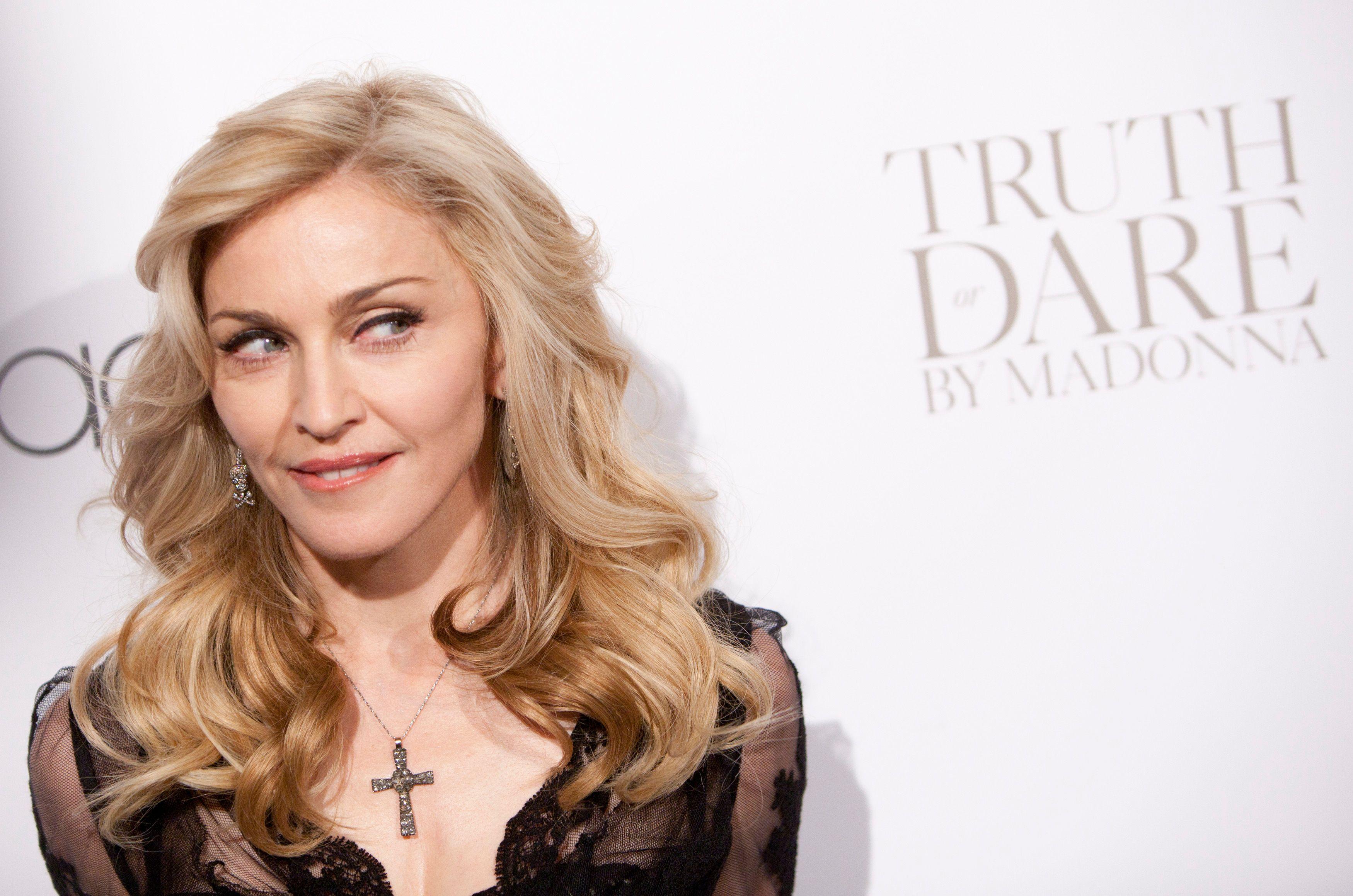Madonna a mis en vente plusieurs titres de son nouvel album.