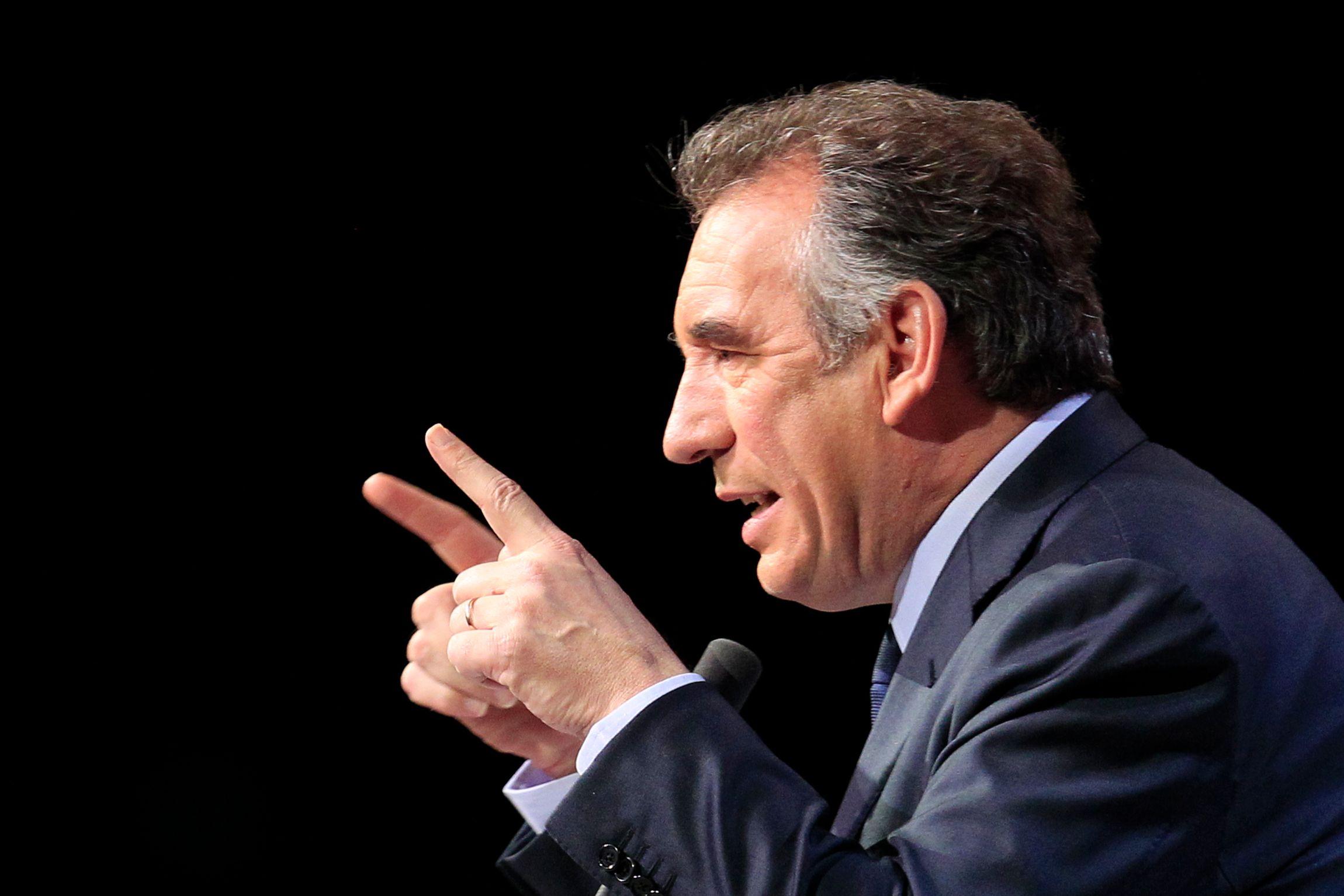 """Présidentielle : François Bayrou estime que Nicolas Dupont-Aignan fait """"n'importe quoi"""""""