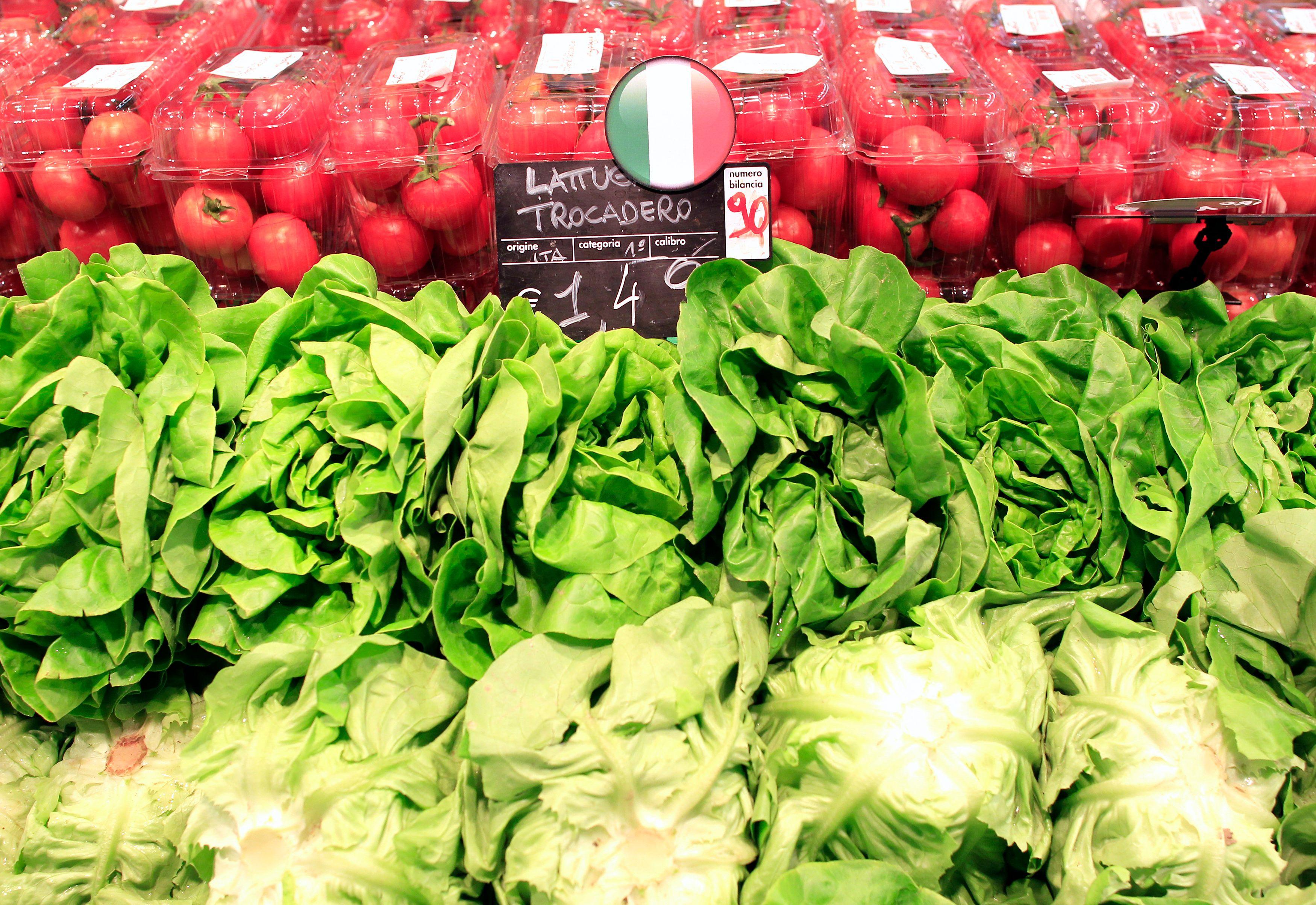 Supermarchés obsédés par les marges, légumes espagnols à bas coûts...et aux pesticides : qui souhaitons-nous vraiment financer avec notre argent ?