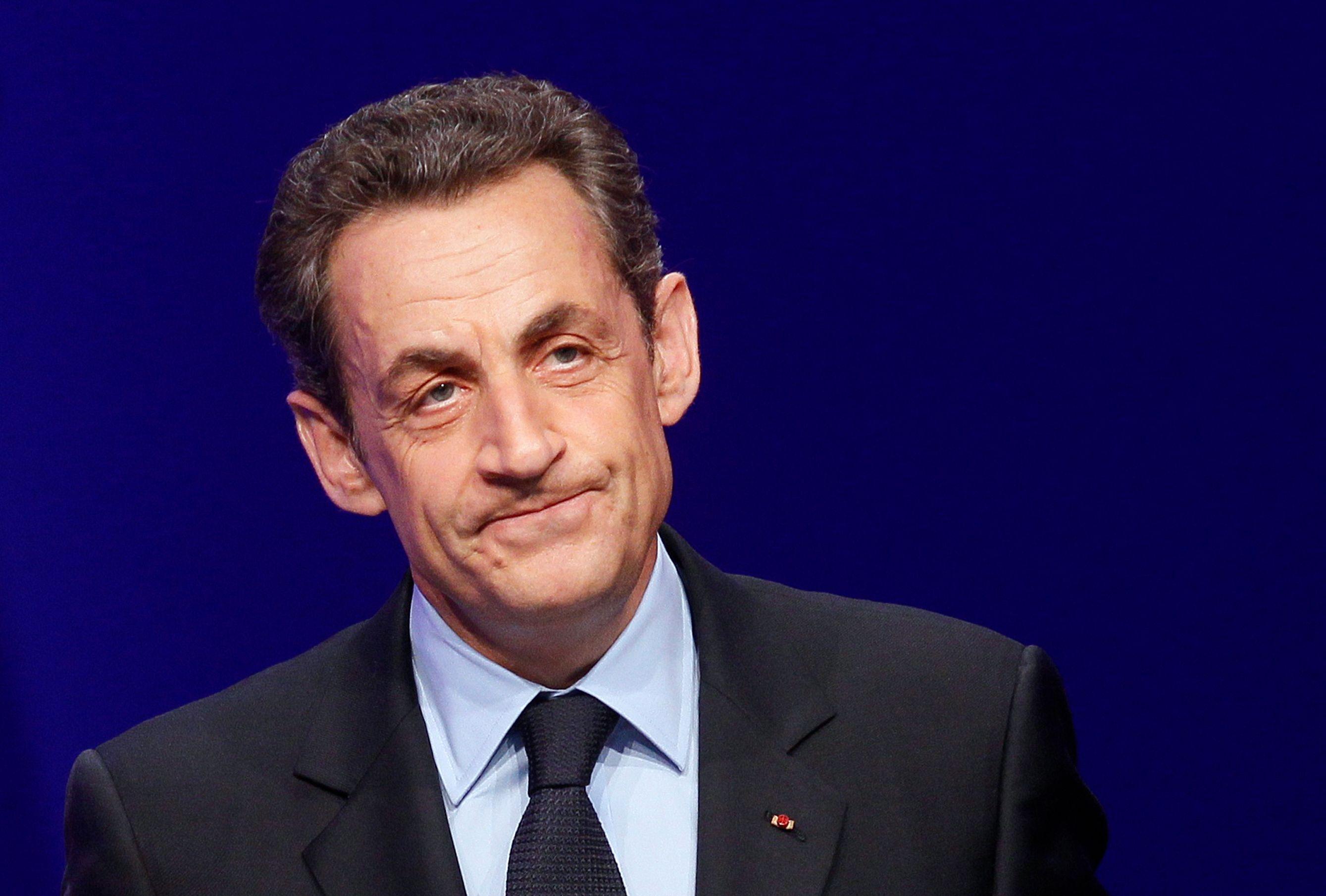"""""""La difficulté aujourd'hui pour l'UMP c'est que Nicolas Sarkozy n'est pas mort."""""""