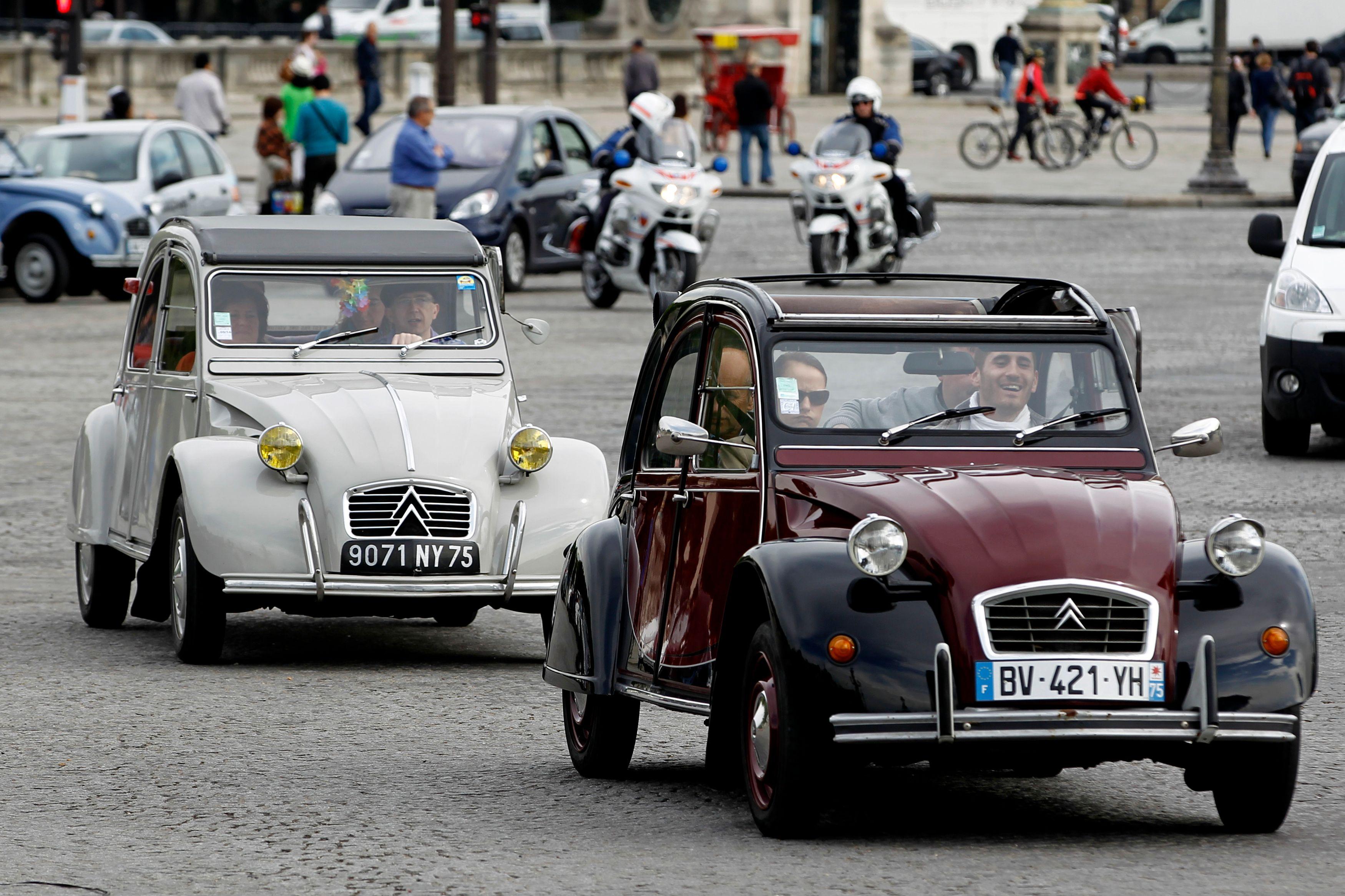 La dernière 2CV sortie des usines Citroën a été vendue ce dimanche 10 800 euros (illustration).
