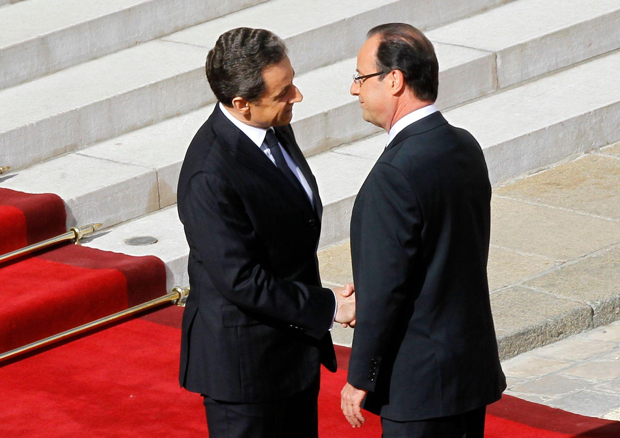 Cote de popularité : Hollande perd encore 12 points, Sarkozy en abandonne 18 chez les sympathisants des Républicains