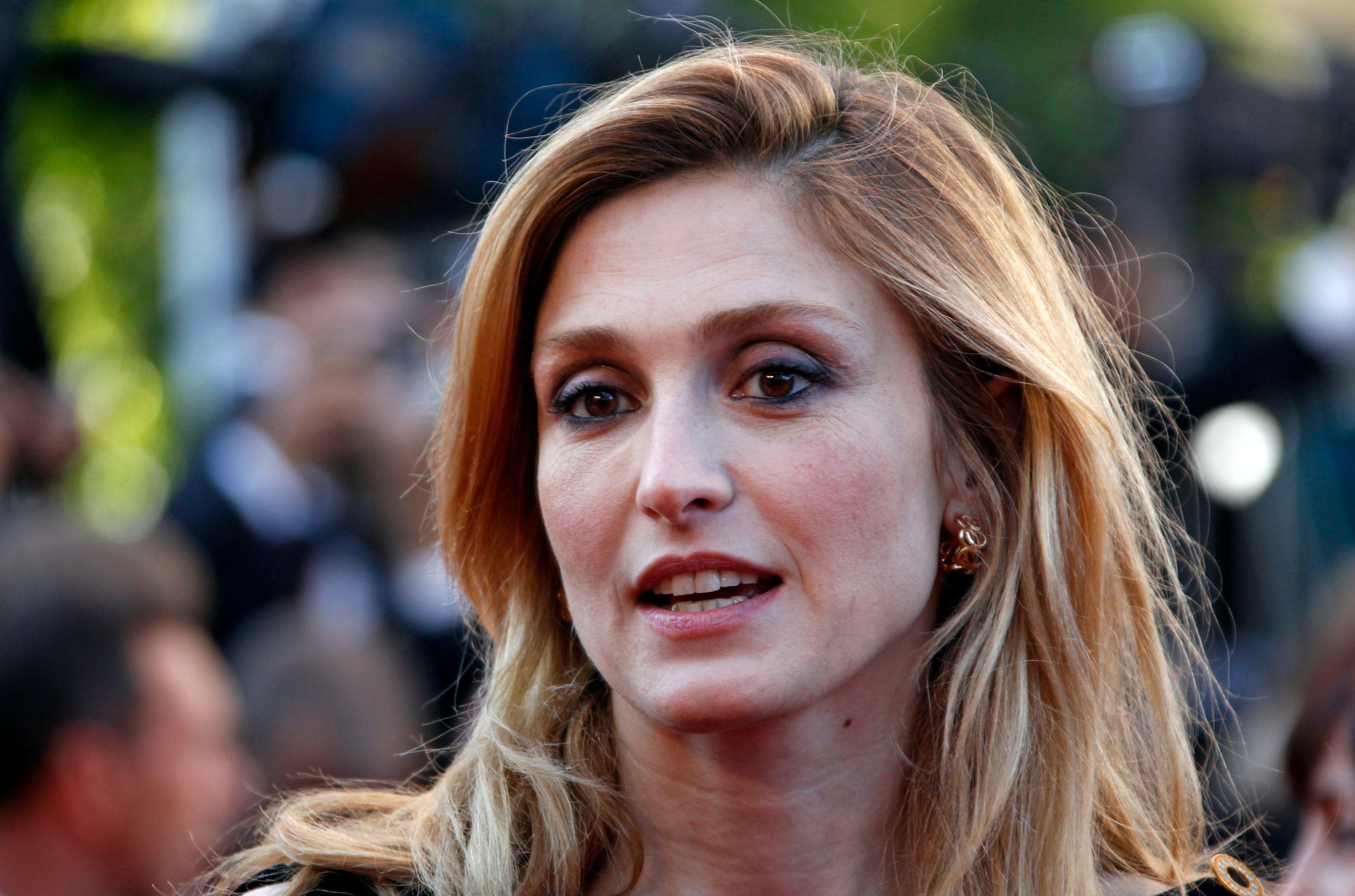 Selon Closer, l'actrice Julie Gayet entretiendrait une liaison avec François Hollande.