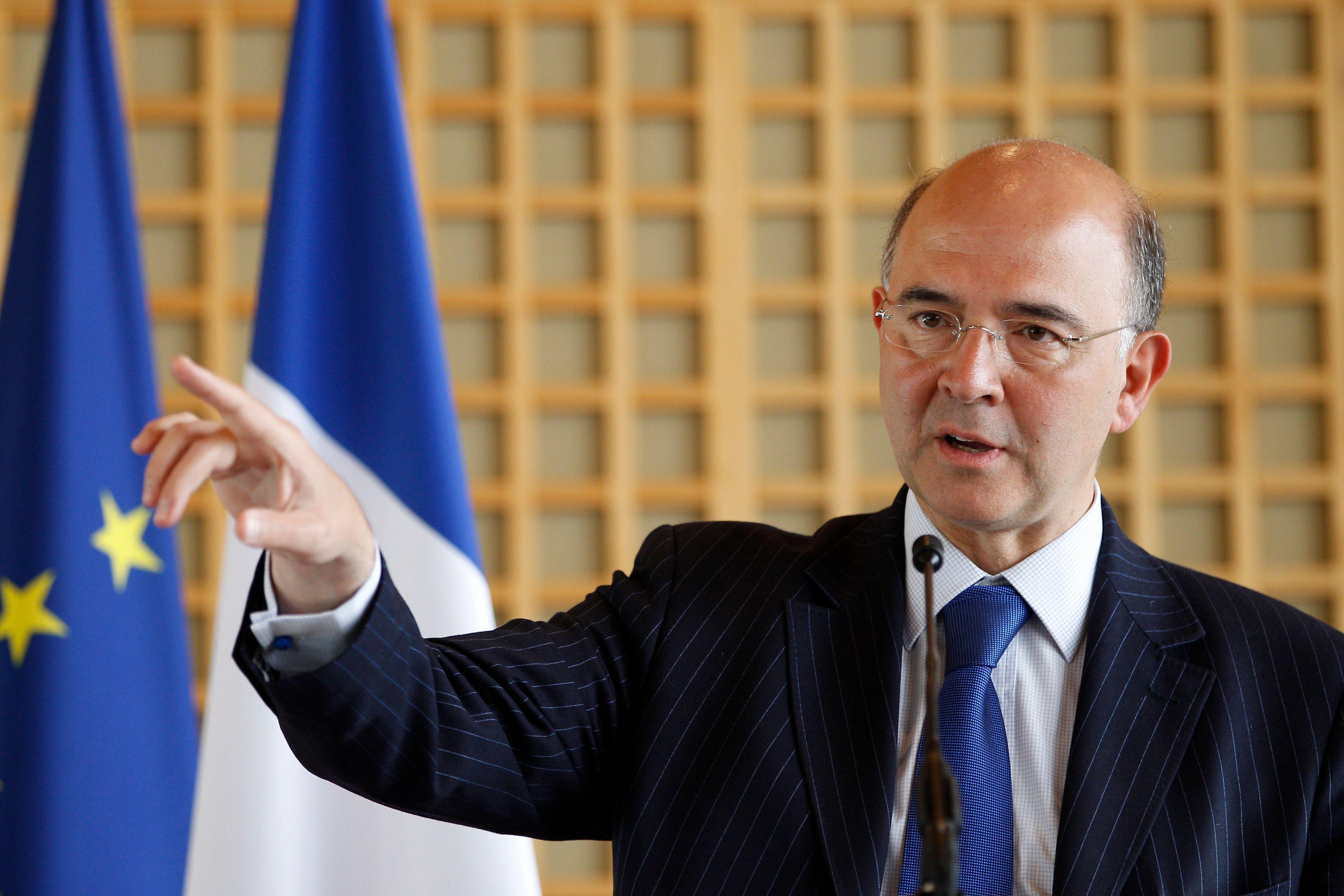 Pierre Moscovici appelle les pays producteurs de pétrole à augmenter leur production. L'objectif : faire baisser les prix des carburants.