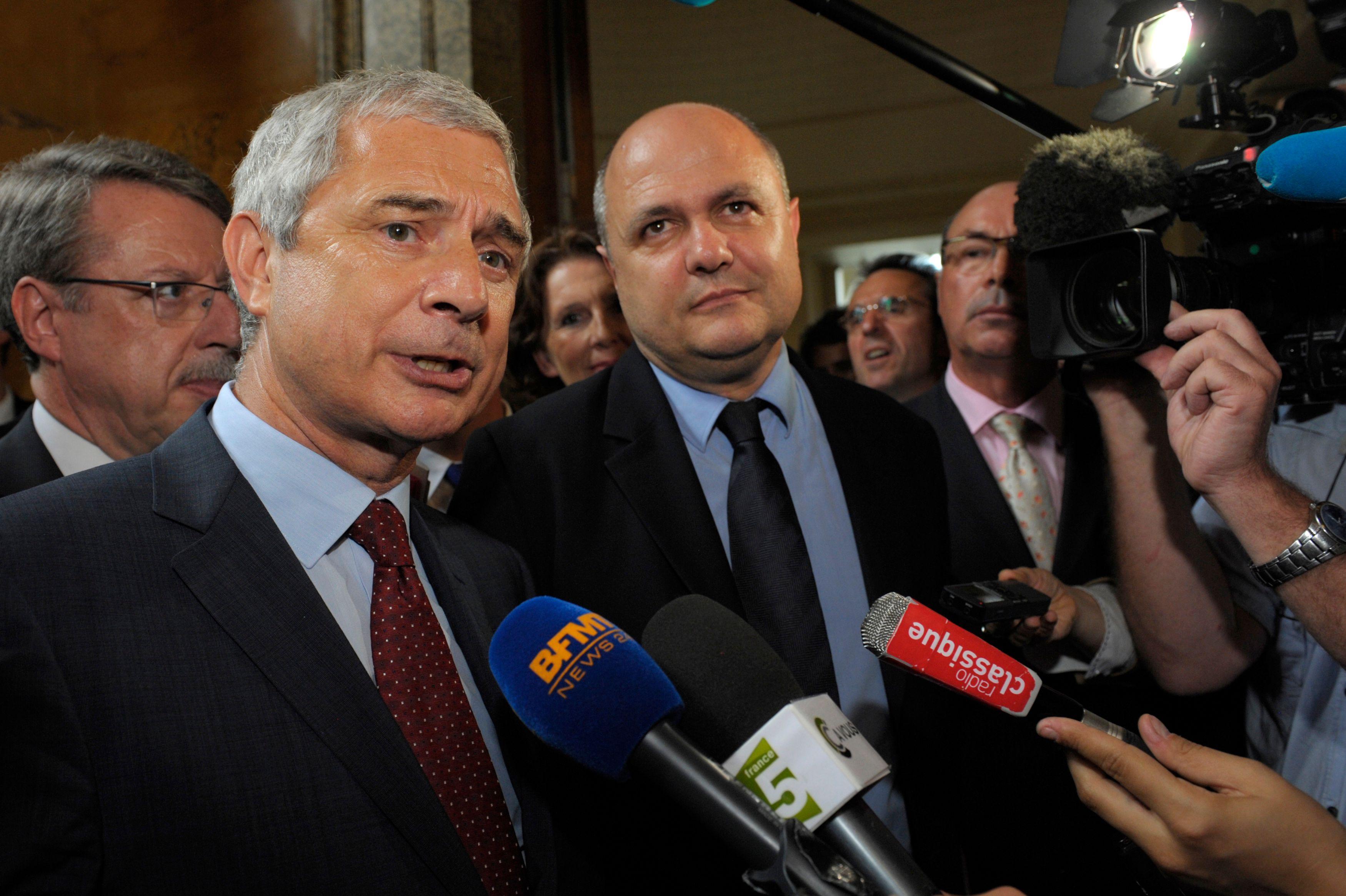 Le président du groupe socialiste à l'Assemblée nationale, Bruno Le Roux, a reconnu que 3 ou 4 députés socialistes pourraient ne pas voter la loi sur la mariage gay.
