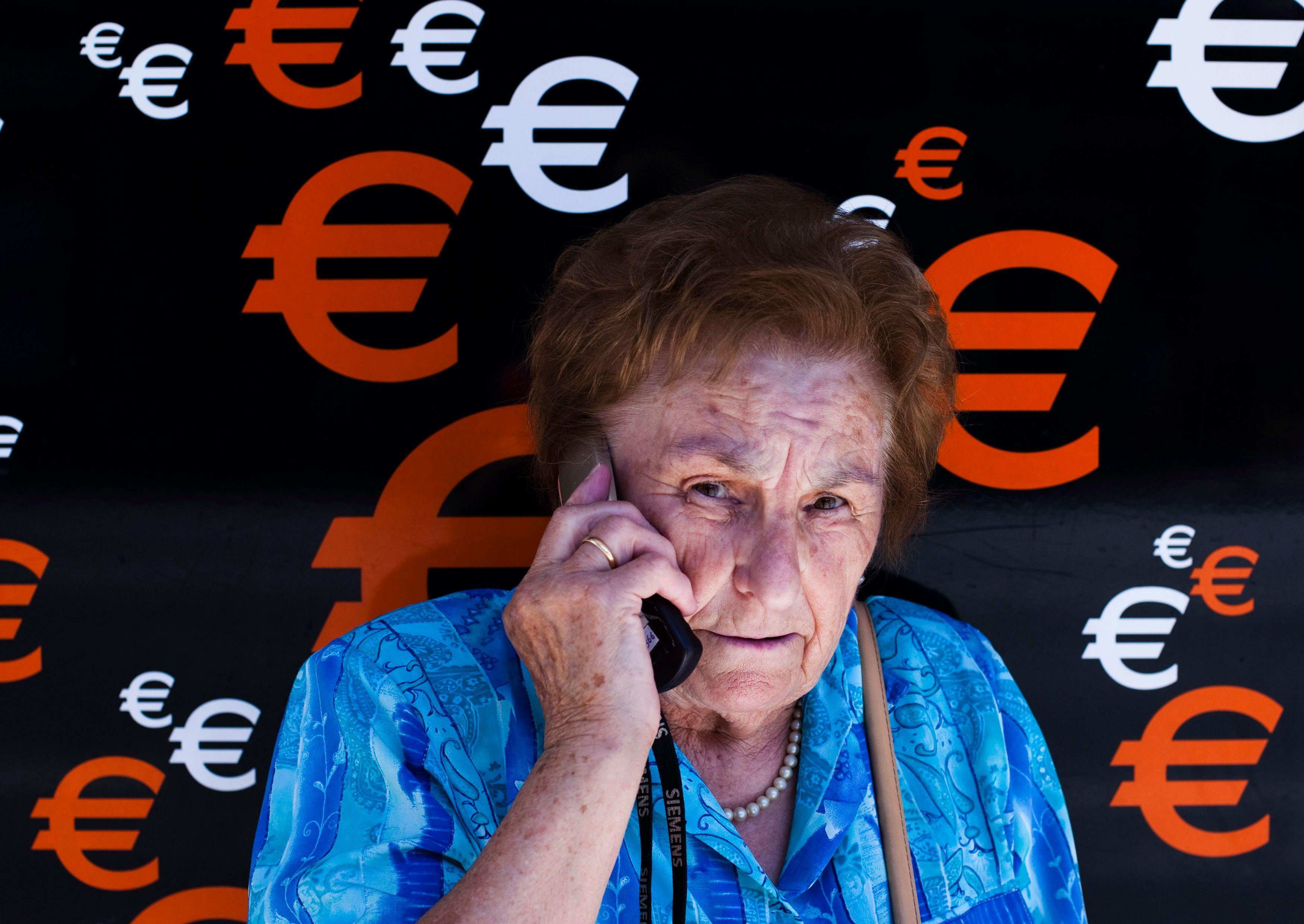 La France compte 13,2 millions de retraités, âgés en moyenne de 73,3 ans.