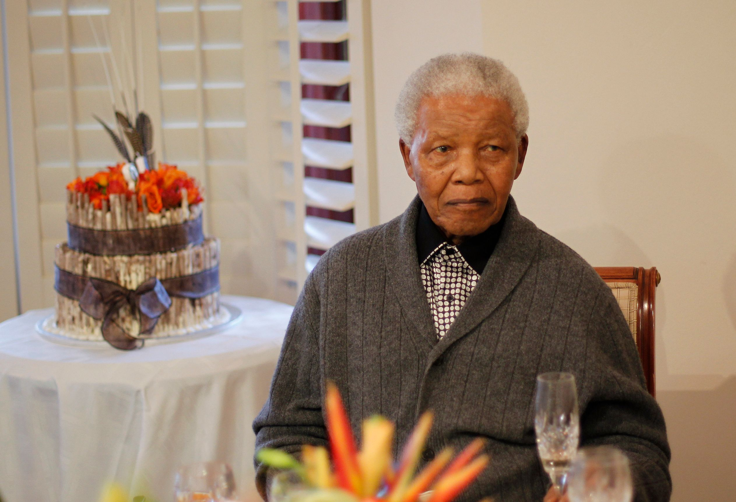 """Nelson Mandela a été hospitalisé ce samedi dans un état """"grave mais stable""""."""