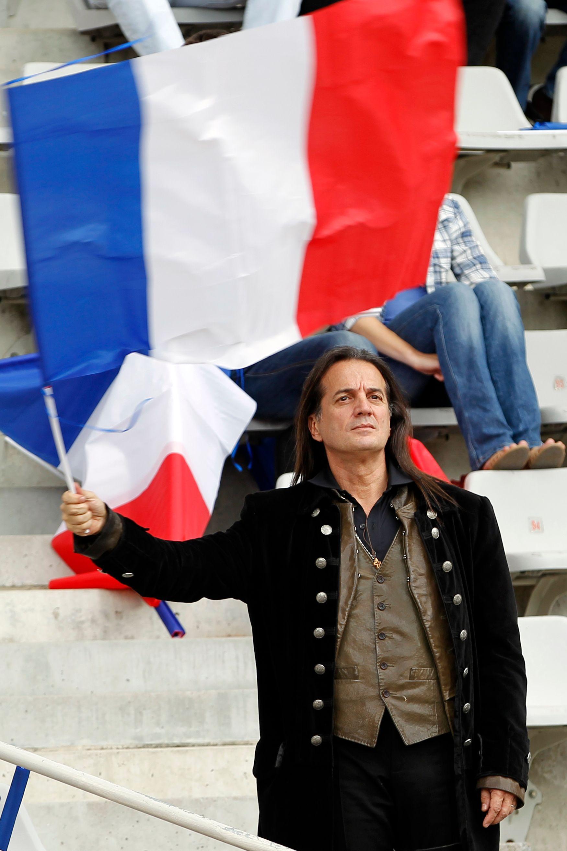 Législatives : Francis Lalanne sera candidat face à Manuel Valls dans l'Essonne