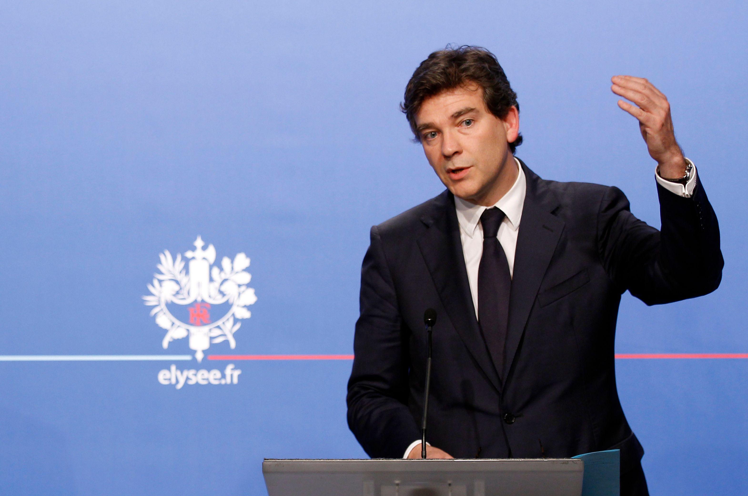 Arnaud Montebourg a déclaré qu'il était en faveur d'un rapprochement des opérateurs de téléphonie mobile.