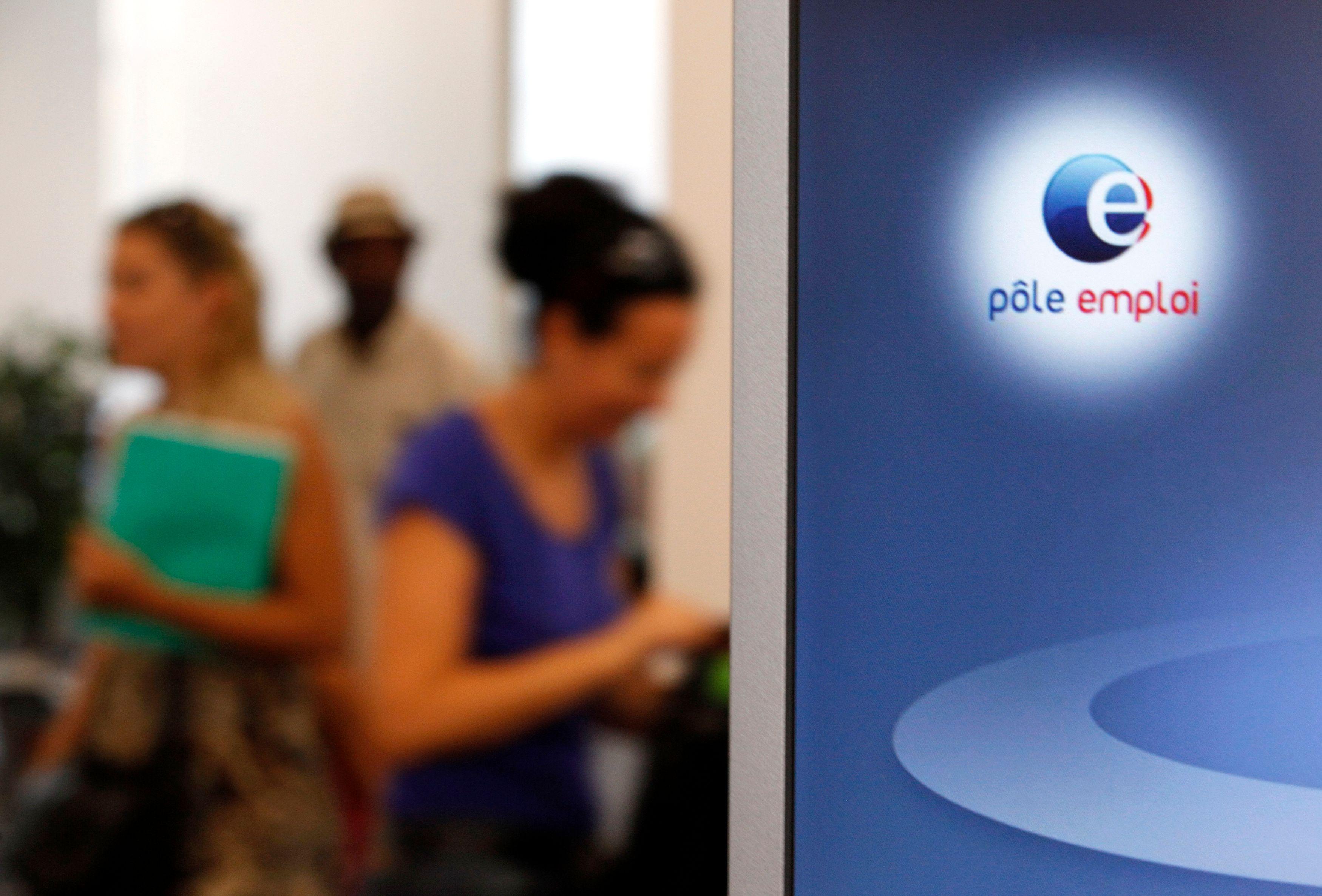 Annoncée « d'ici un an » en septembre 2012 sur TF1, la fameuse « inflexion » de la courbe du chômage a été par la suite reportée à « la fin 2013 ».