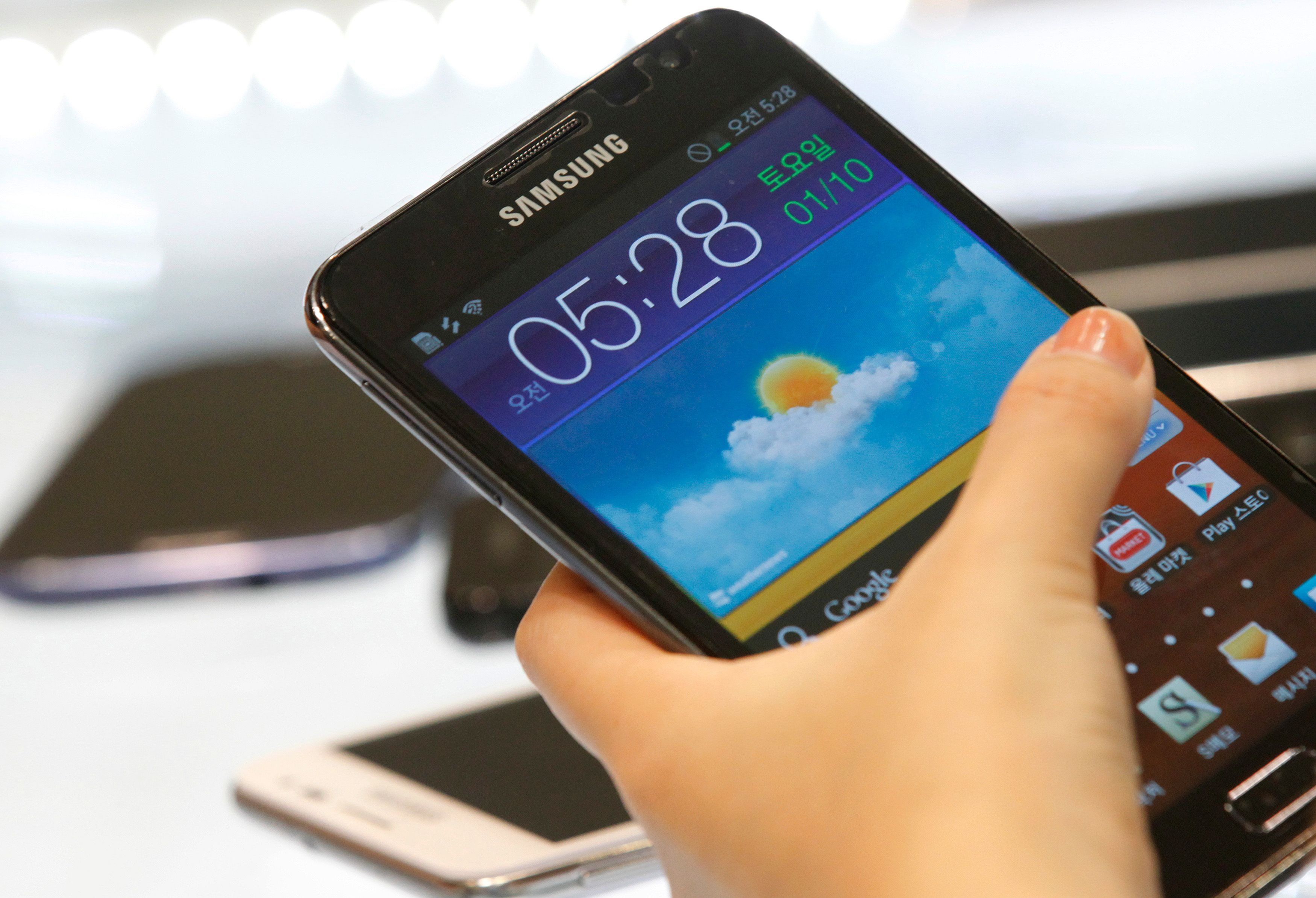 Pour renvoyer son Samsung Galaxy Note 7, il faut utiliser des colis ignifugés et des gants de sécurité