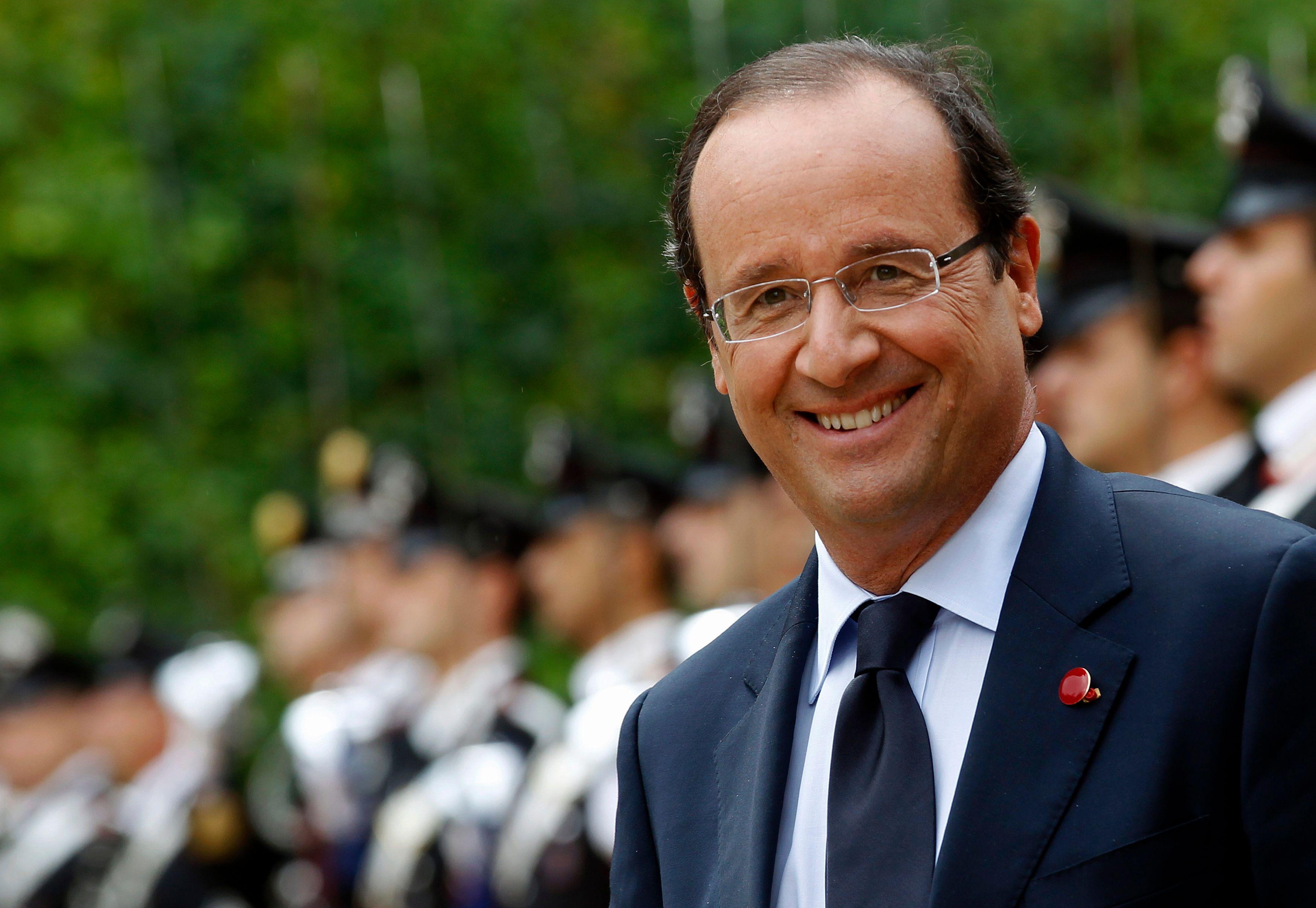 François Hollande remporte le Grand prix 2017 de l'humour politique... et vient chercher le trophée