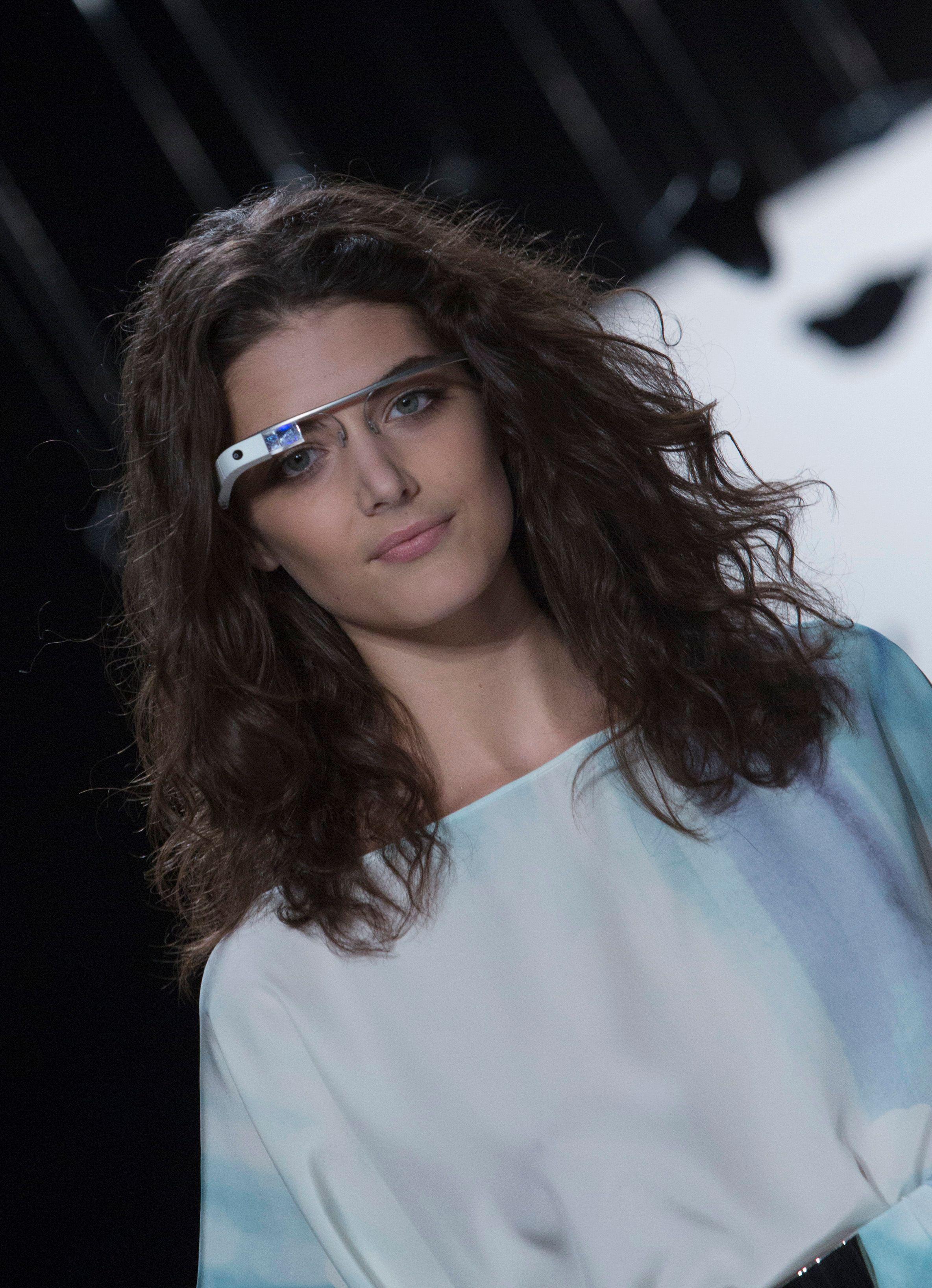 C'est avec des Google glass comme celle-ci que Cecilia Abadie conduisait