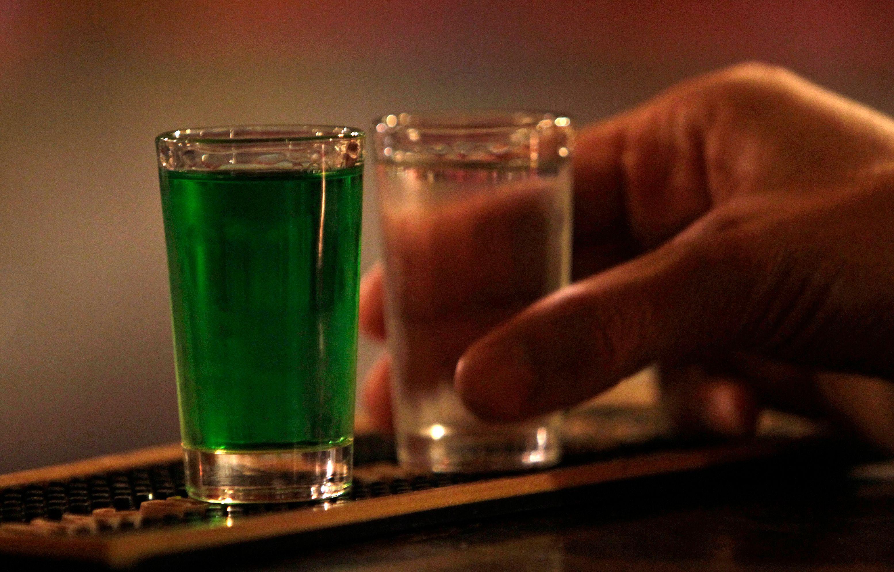 Ces métiers dans lesquels on est le plus susceptible de boire