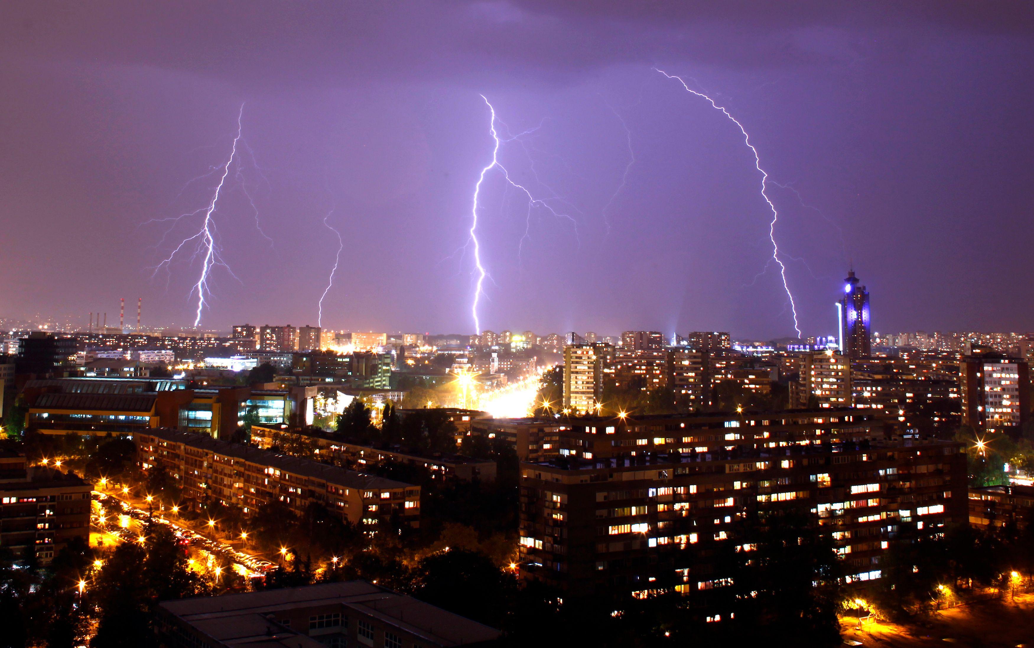 Météo France a place 32 départements en vigilance orange en raison des orages