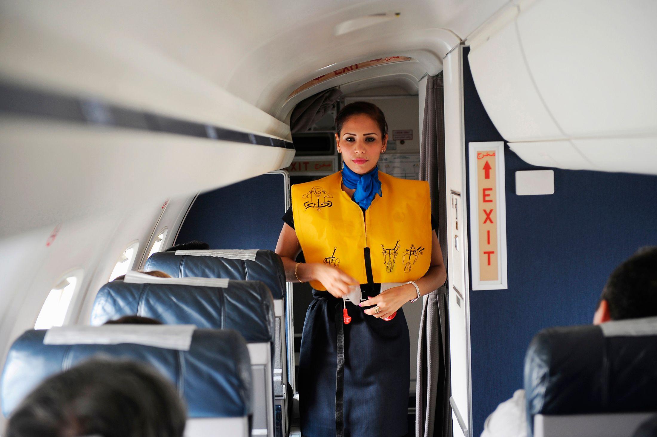 """Parlez-vous l'avion ? Quelques indices pour décoder le """"langage secret"""" des hôtesses et des stewards"""