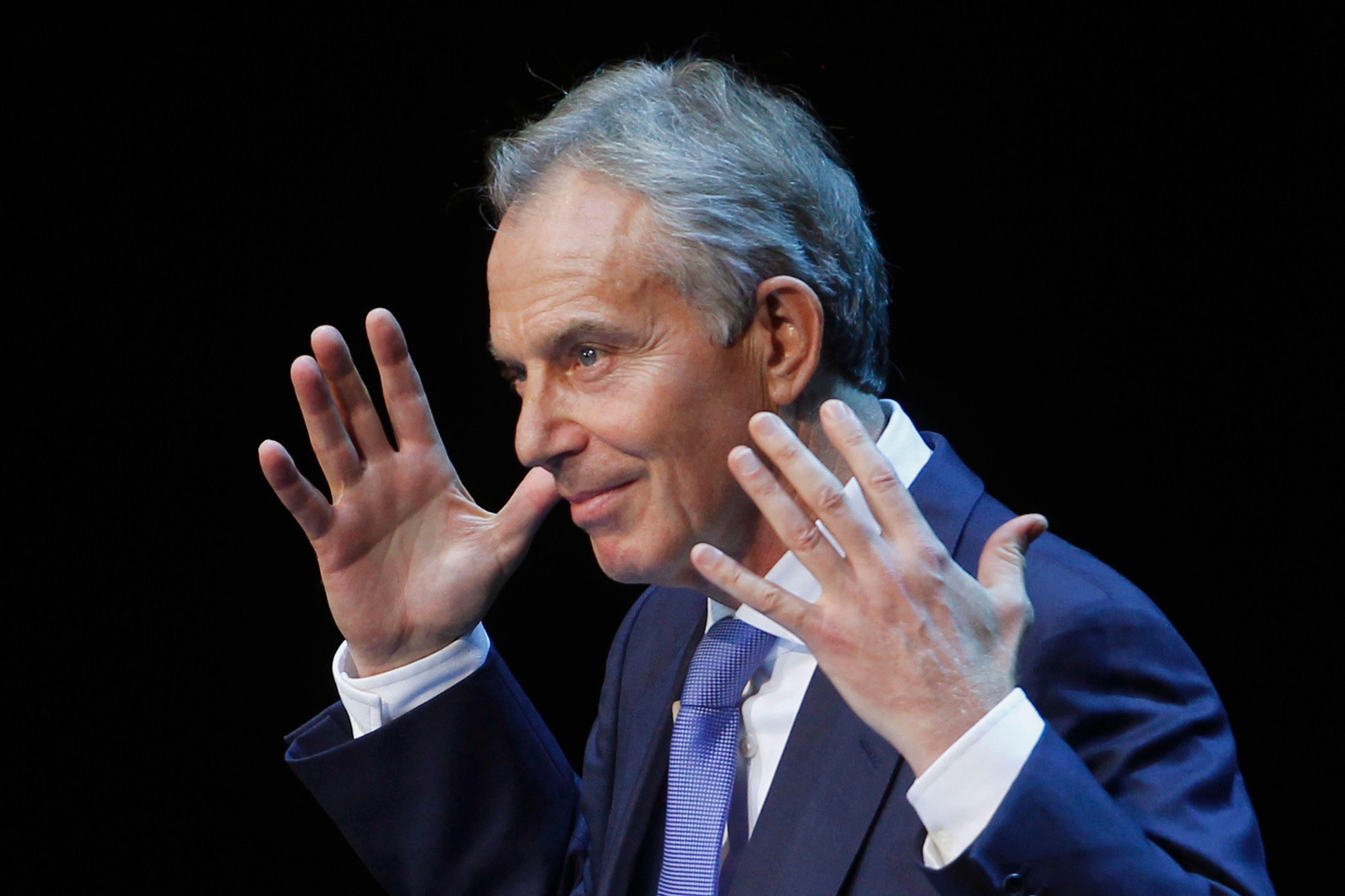 """""""J'ai été dans une situation semblable à celle de Macron, voici les leçons que j'en ai tirées"""" : Tony Blair interpelle le nouveau président français dans une tribune"""