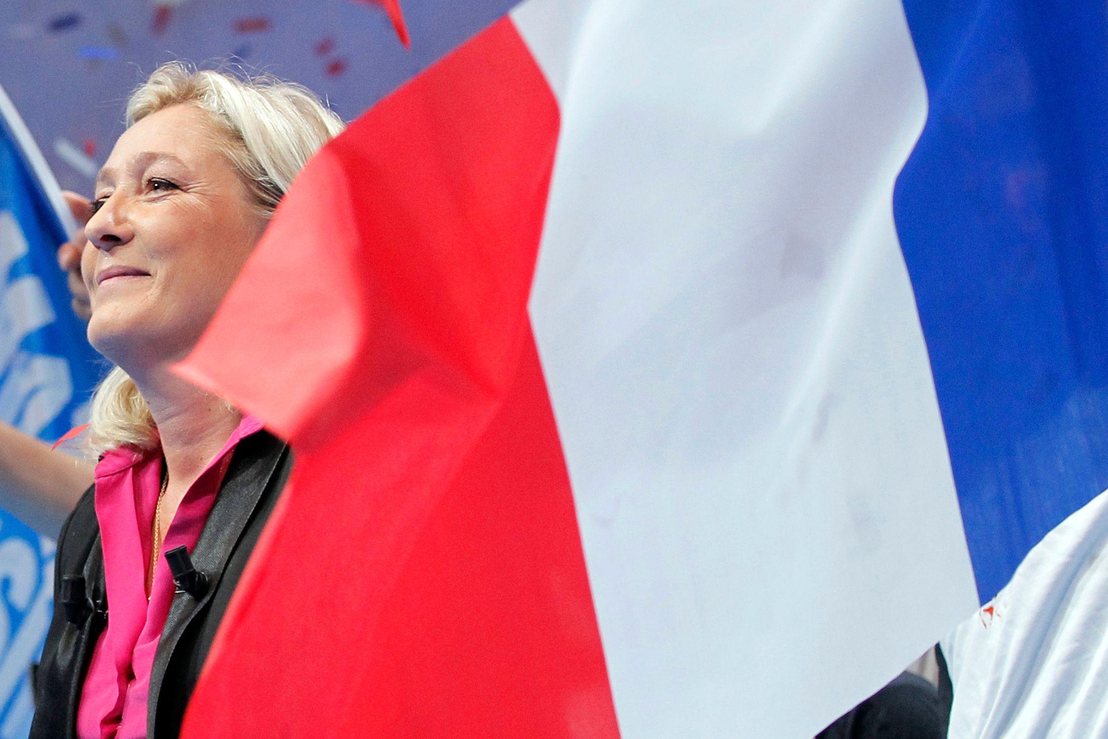 """34% des Français se sentent """"proches des idées"""" de la présidente du Front national, selon un sondage Ifop pour Valeurs actuelles publié mercredi."""