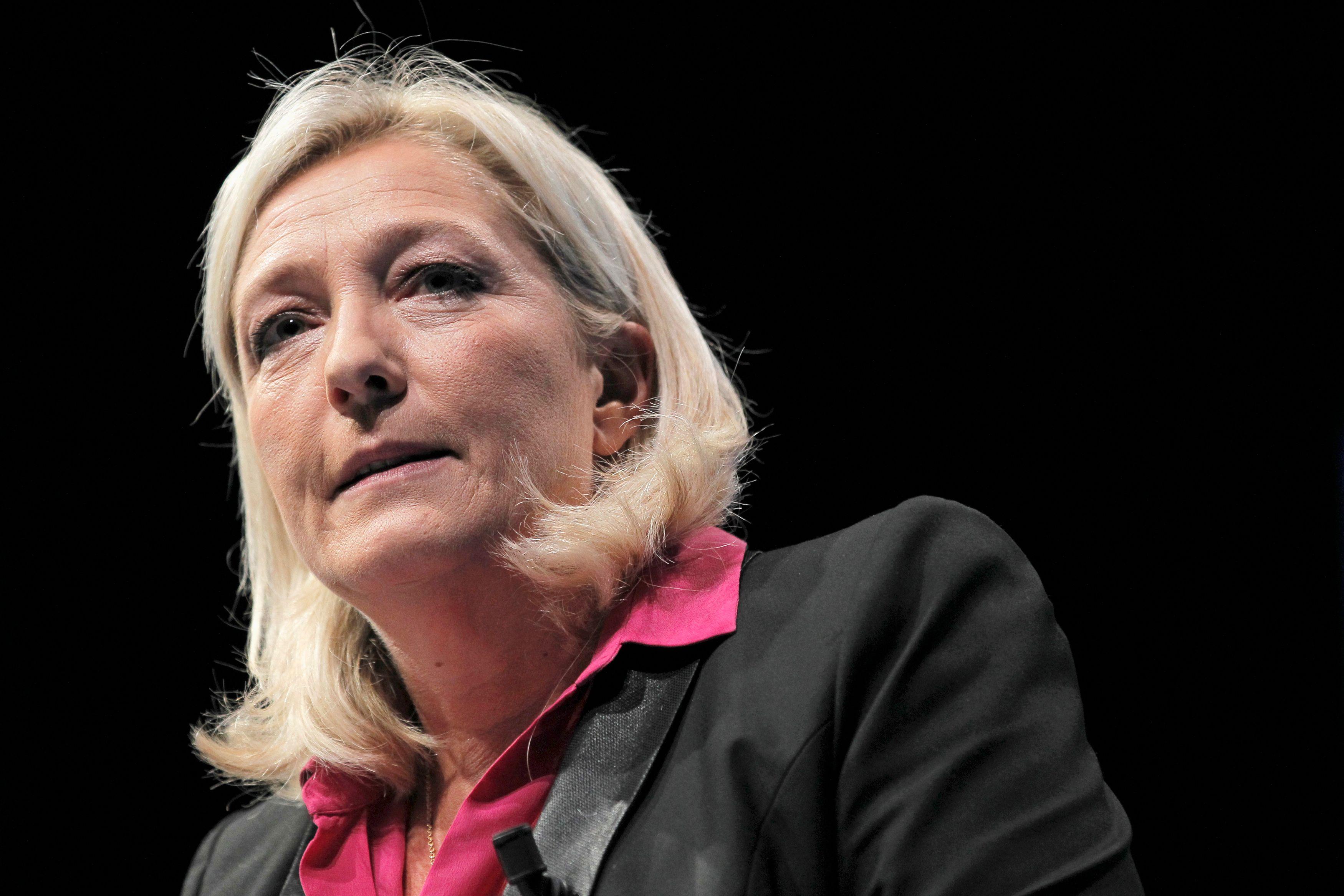 Selon un sondage, le FN recueille 18% des intentions de vote pour les élections européennes, juste derrière l'UMP (19%).