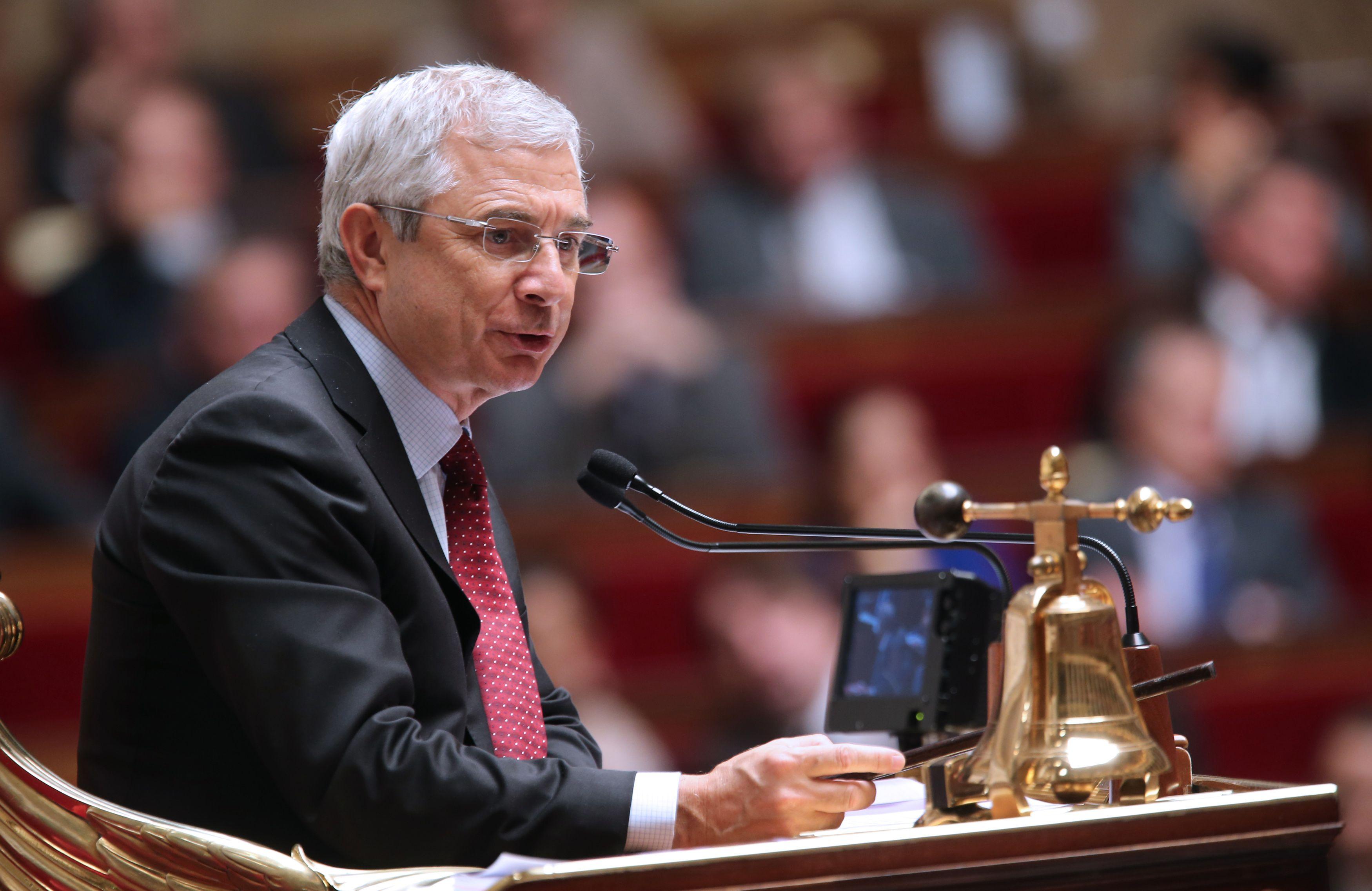 Claude Bartolone défend le bilan de François Hollande et critique vivement le FN