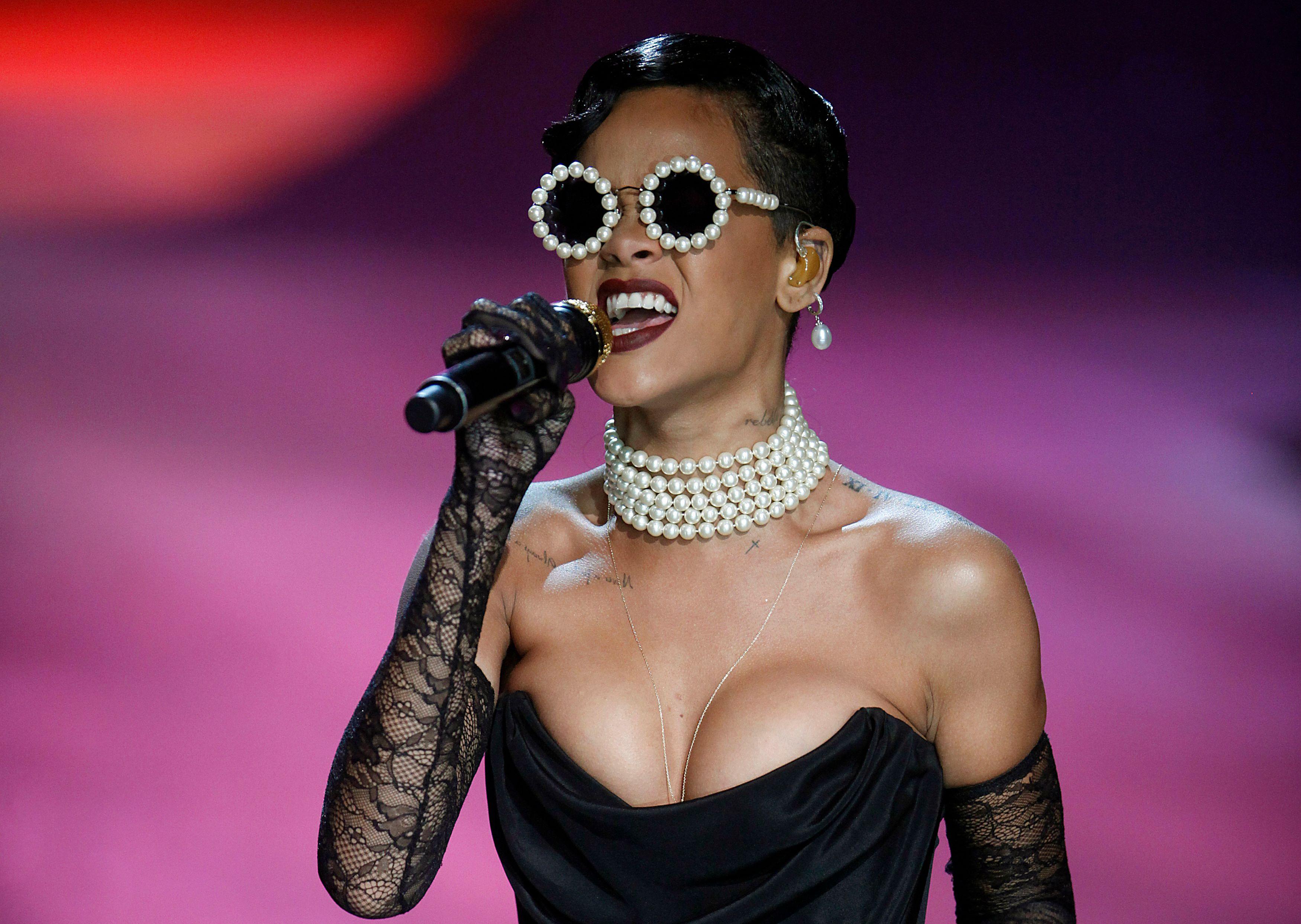 """Rihanna nue dans """"Lui"""" : après la polémique, la riposte de la chanteuse"""
