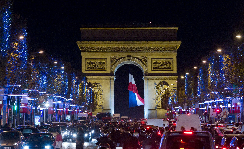 Les Champs-Élysées troisième artère commerçante la plus chère du monde