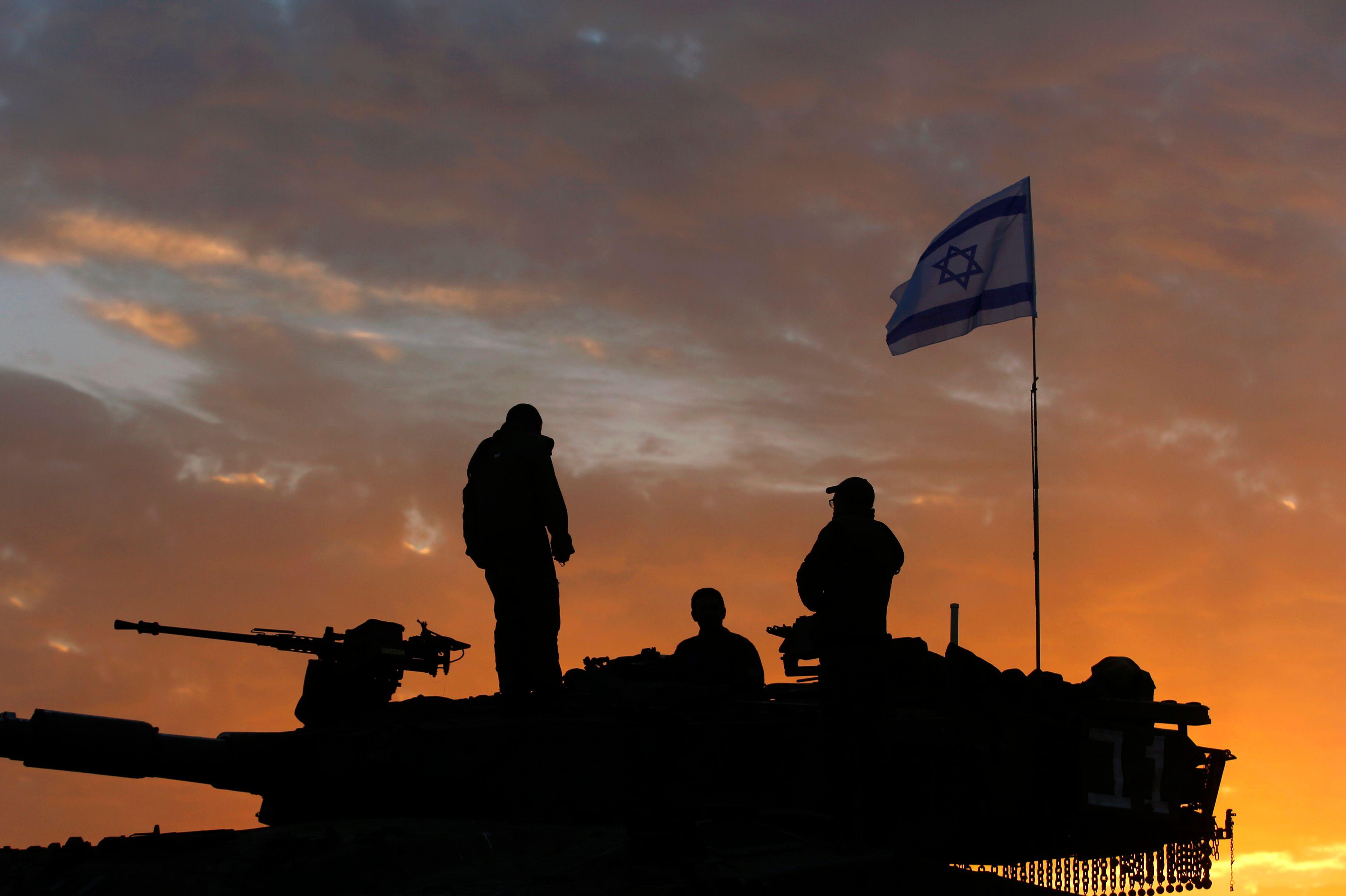 Proche-orient : 14 Palestiniens tués par des frappes israéliennes, l'Etat hébreu n'écarte pas une intervention terrestre dans la bande de Gaza