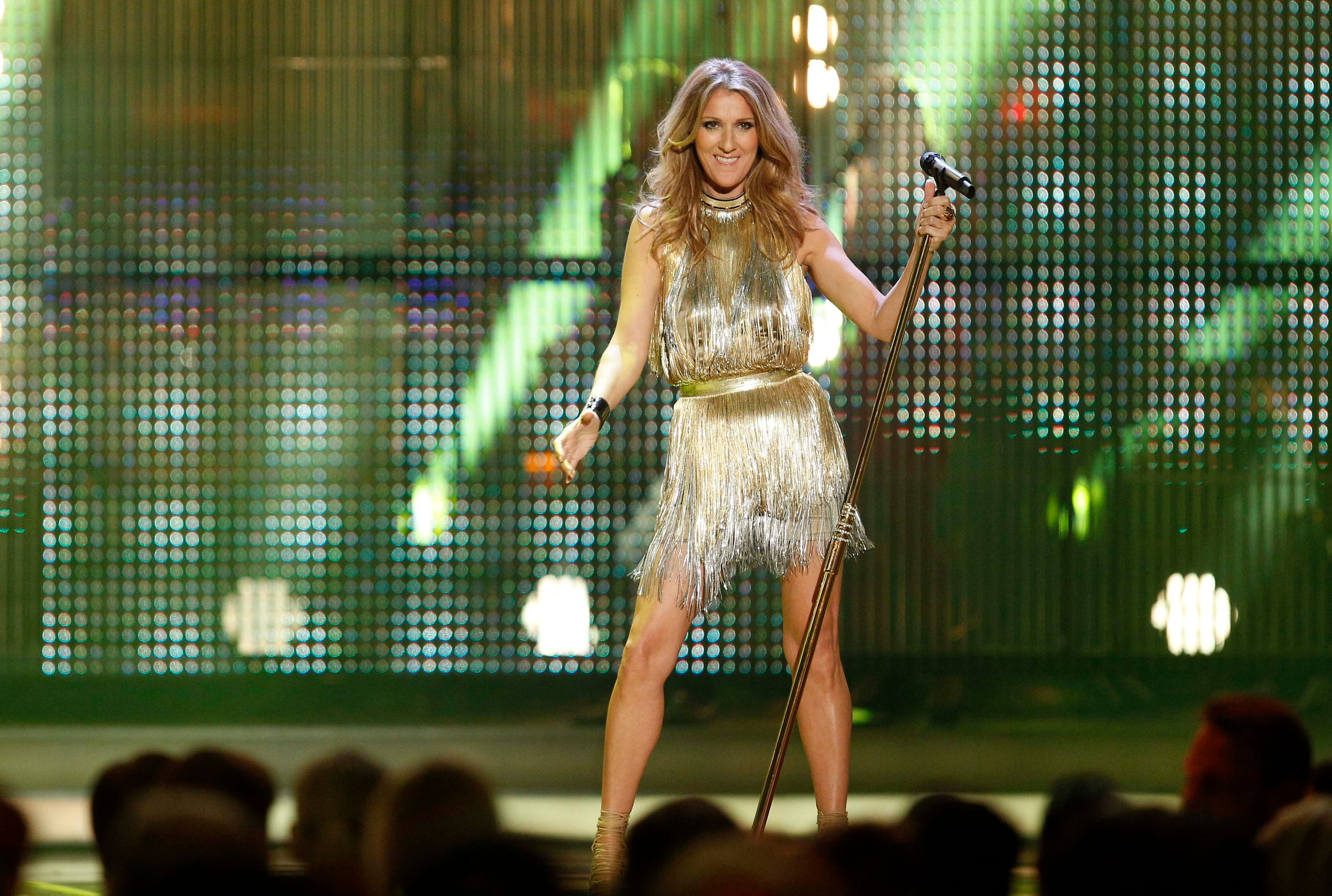 Céline Dion souffre des cordes vocales