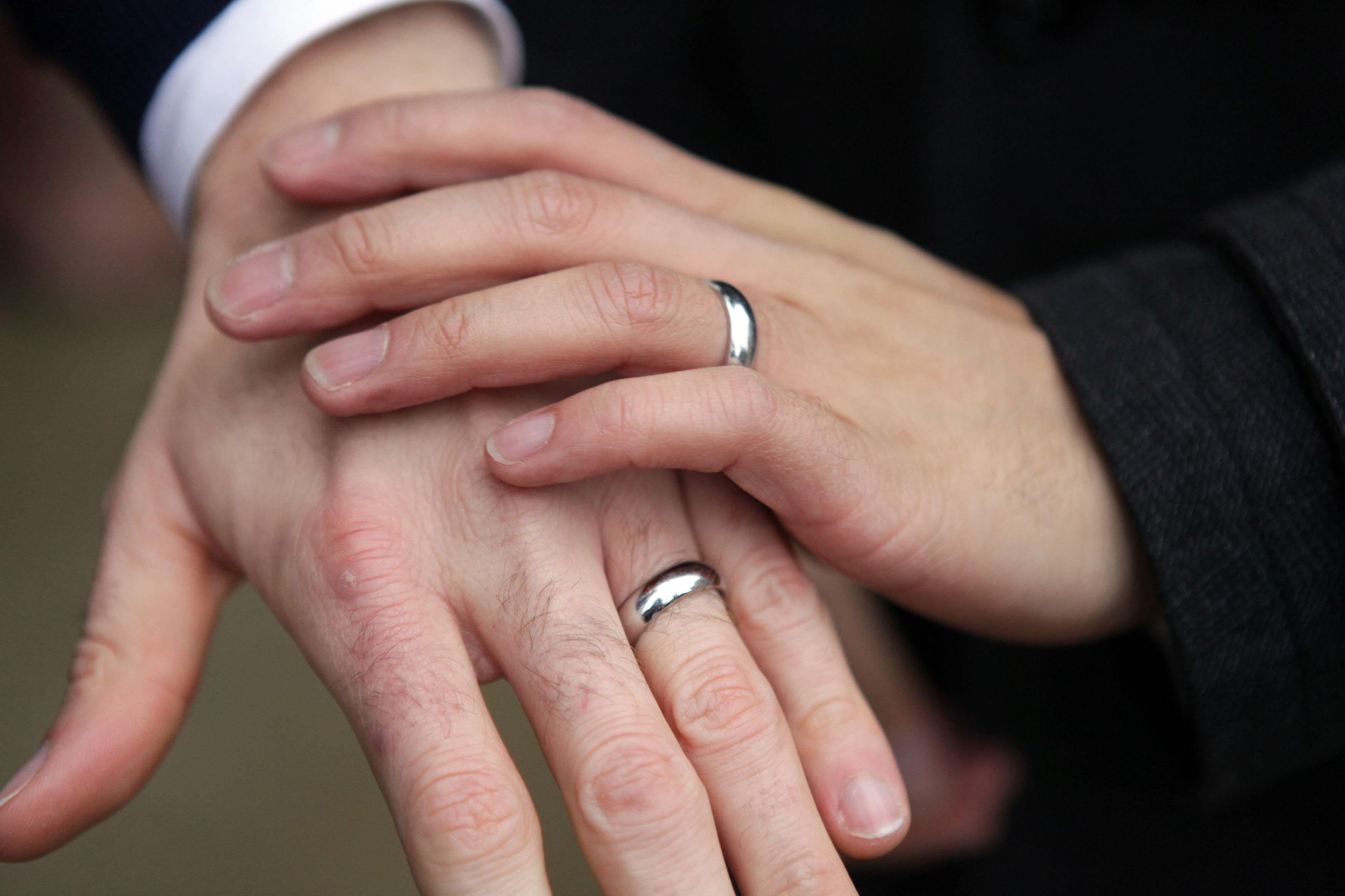 Mariage homosexuel : le gouvernement est-il pris au piège de revendications idéologiques ?
