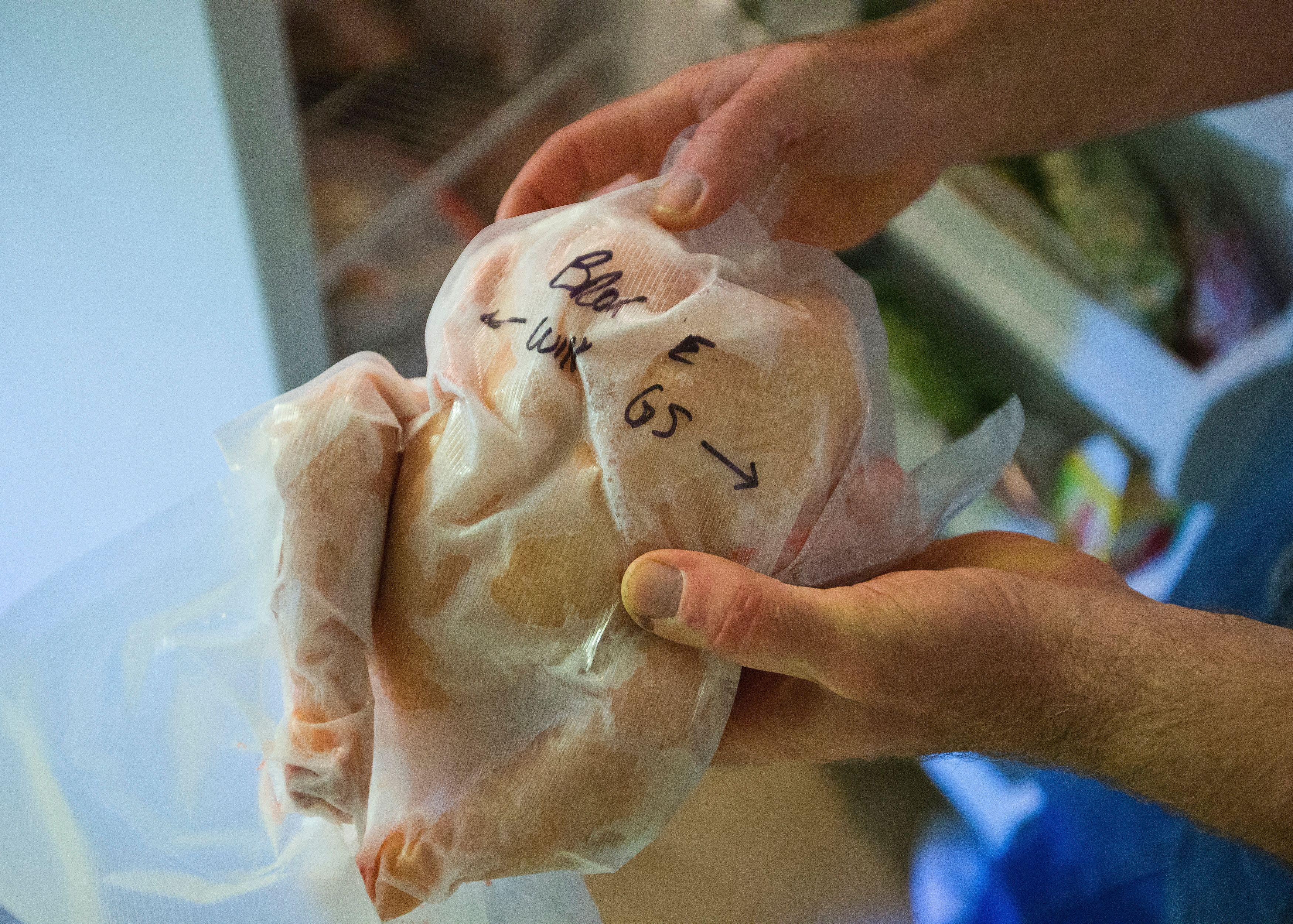Ivre, il frappe son ex avec un poulet congelé : un an ferme