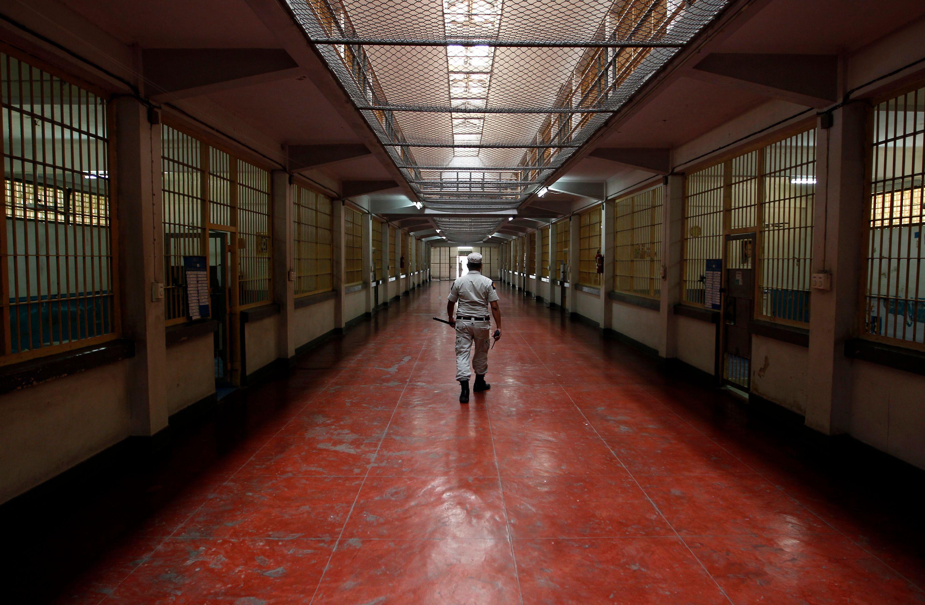"""A-t-on renoncé à """"apaiser"""" les prisons autrement qu'en cédant aux caprices des détenus ?"""