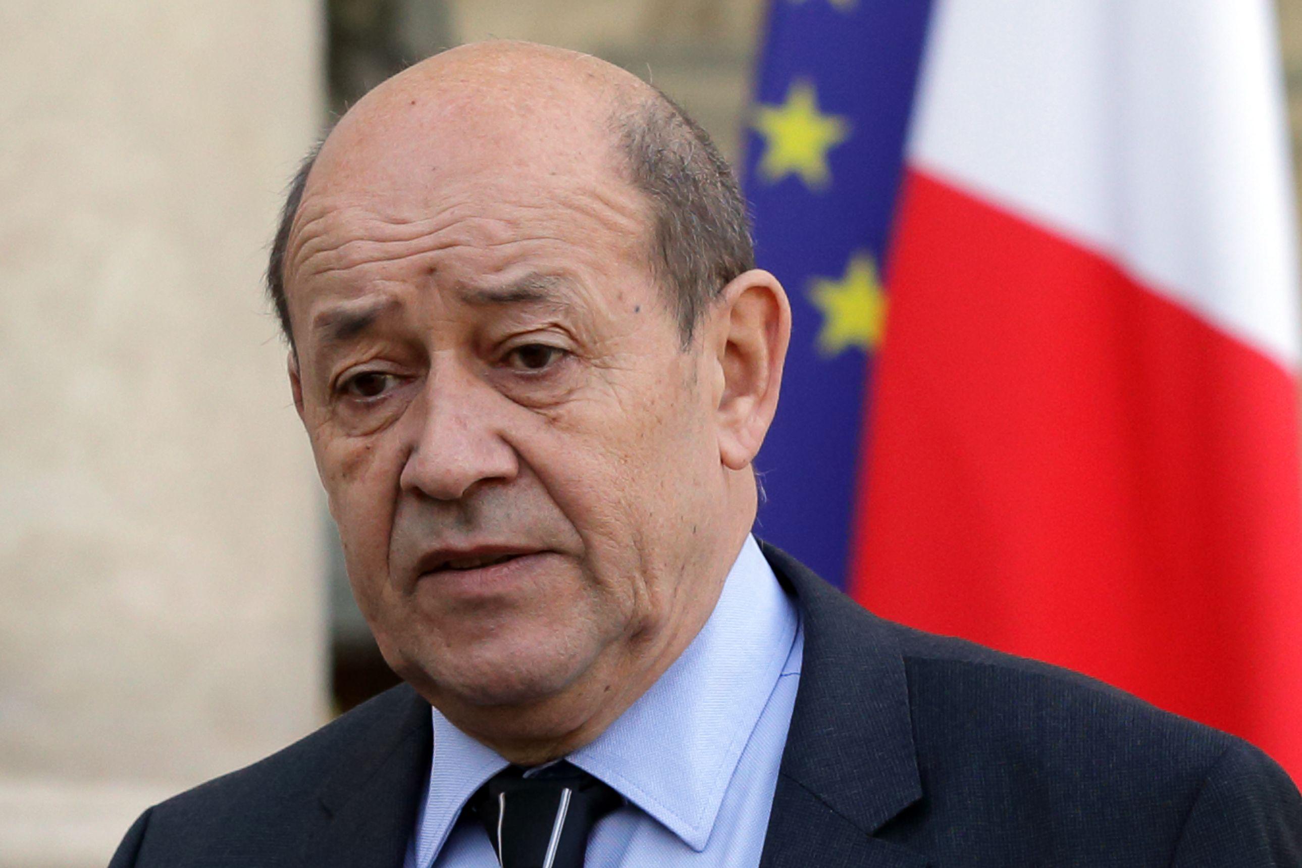 Jean-Yves le Drian a annoncé la suspension de la collaboration avec la Russie
