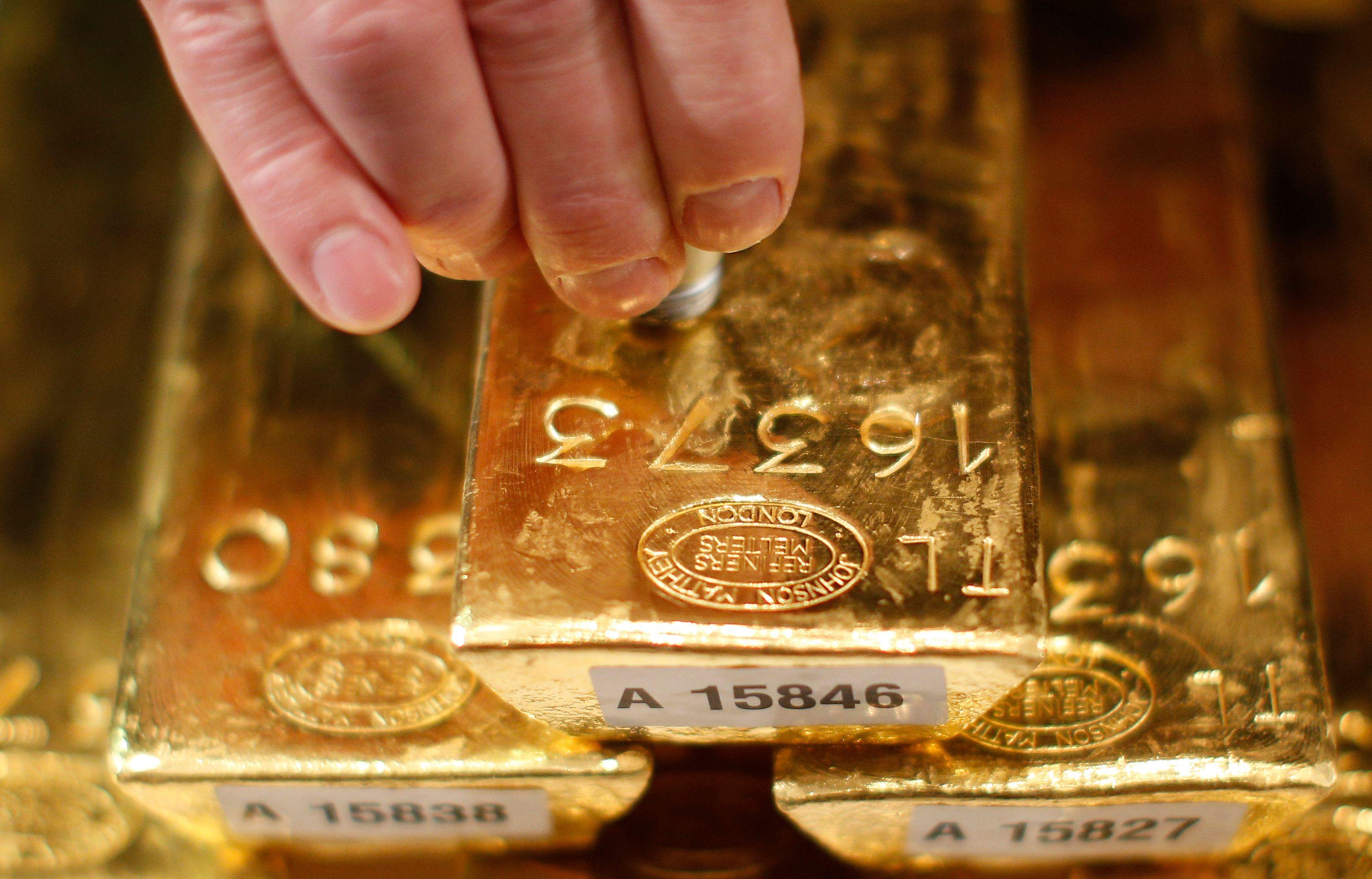 Il hérite d'une maison et trouve 100 kg d'or