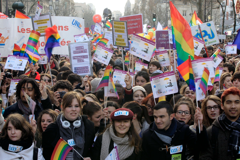 66% des Français pensent que les couples homosexuels devraient avoir le droit de se marier.