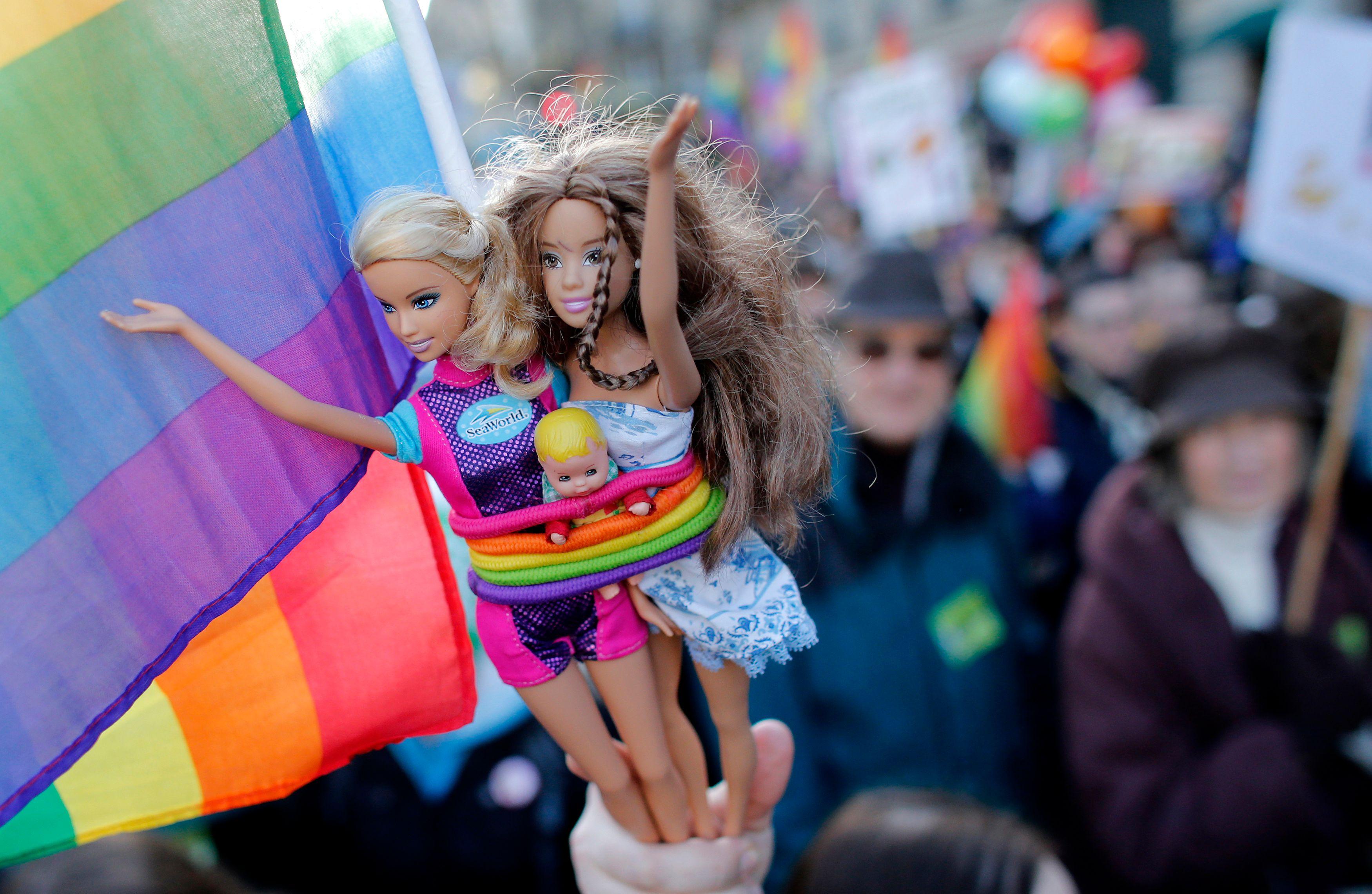 Selon un sondage Ifop/Alliance Vita, 37% des Français se disent favorables au mariage assorti du droit d'adopter pour les couples homo.