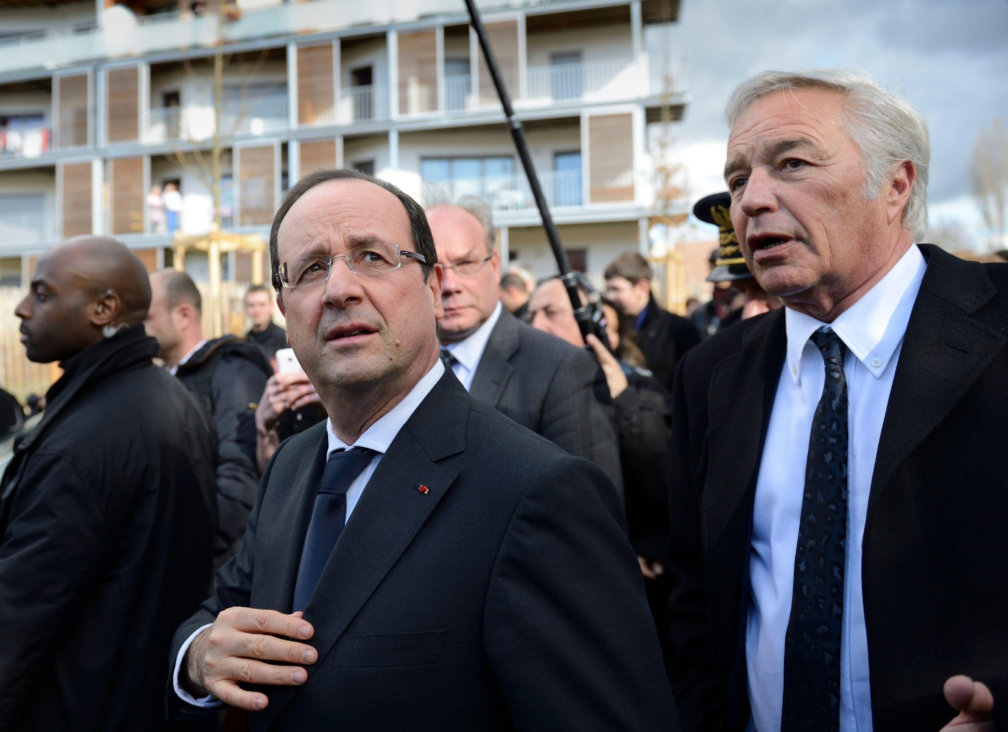 François Hollande, ici accompagné de François Rebsamen, visite Dijon lors d'un voyage de 2 jours